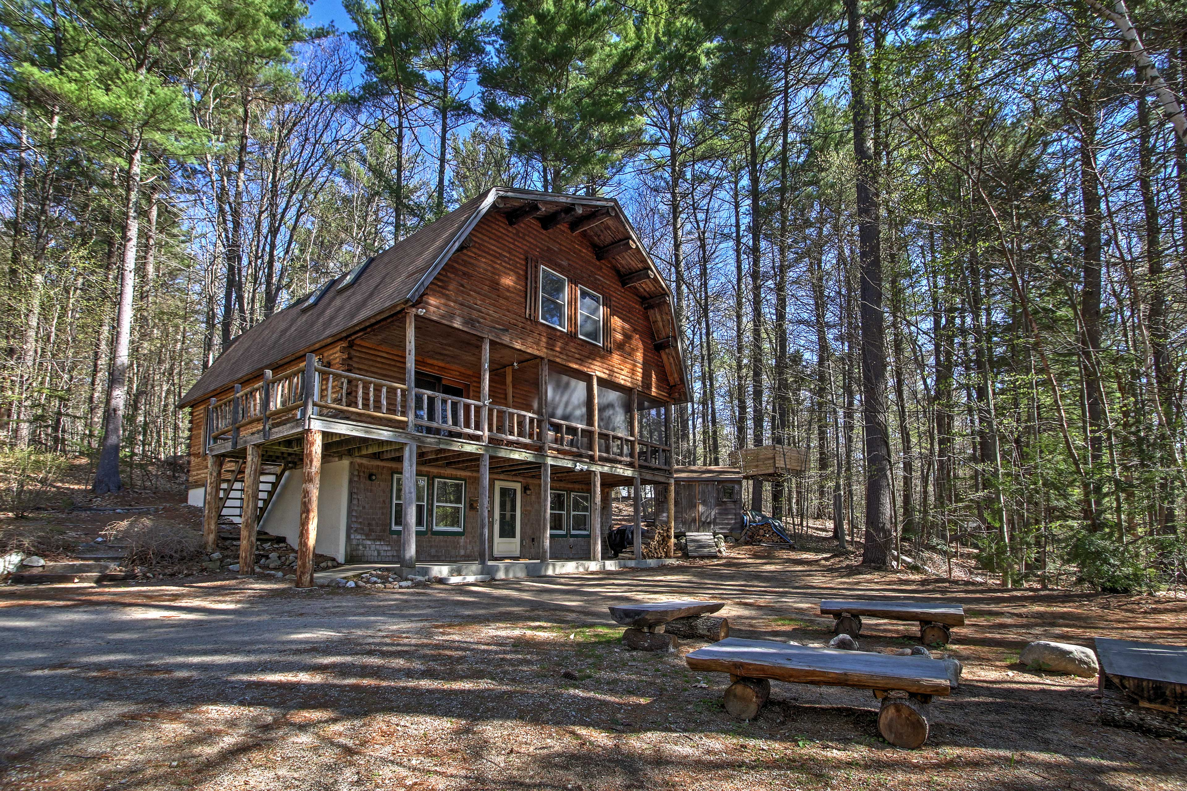 Enjoy serenity at the 'Treehouse' cabin!