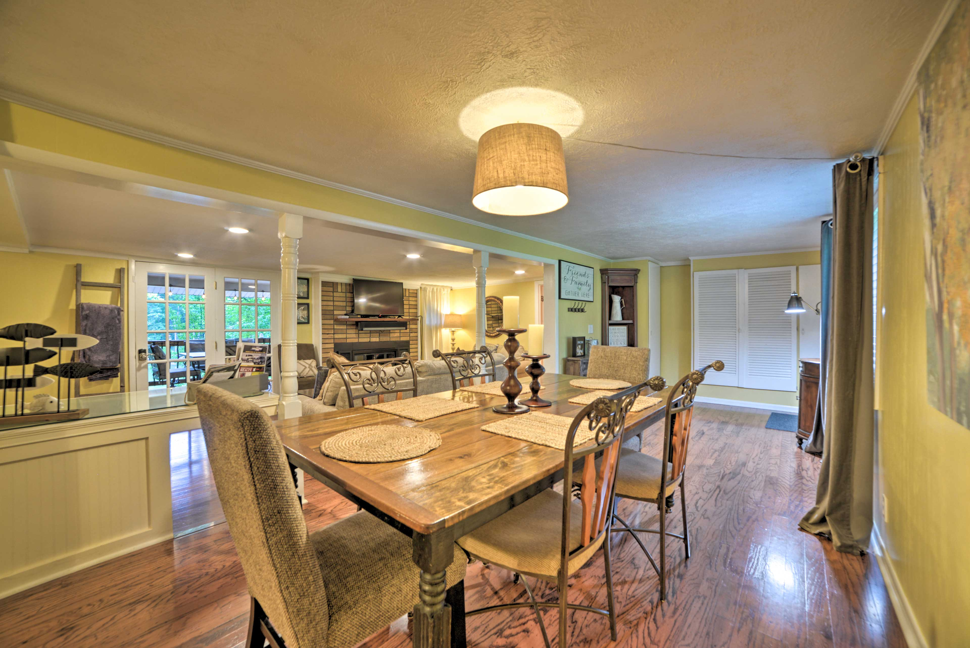 Dining Room | Open Floor Plan | Central Heating & A/C
