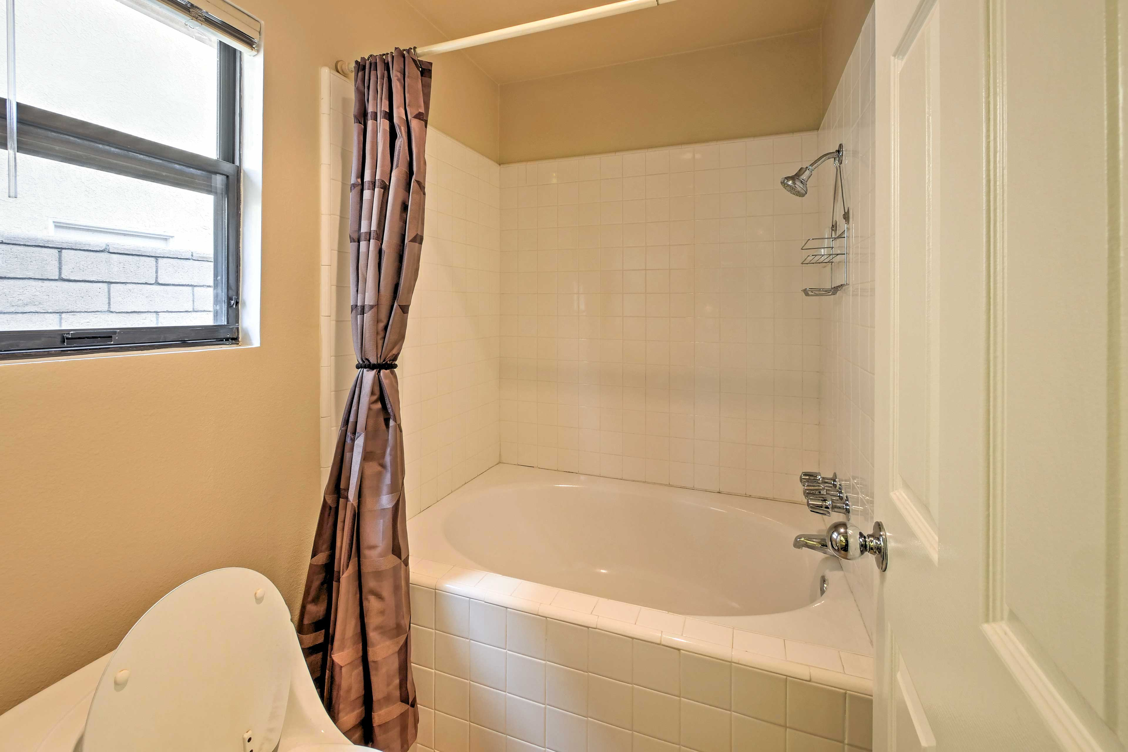 Take a shower or a bath - the choice is yours!