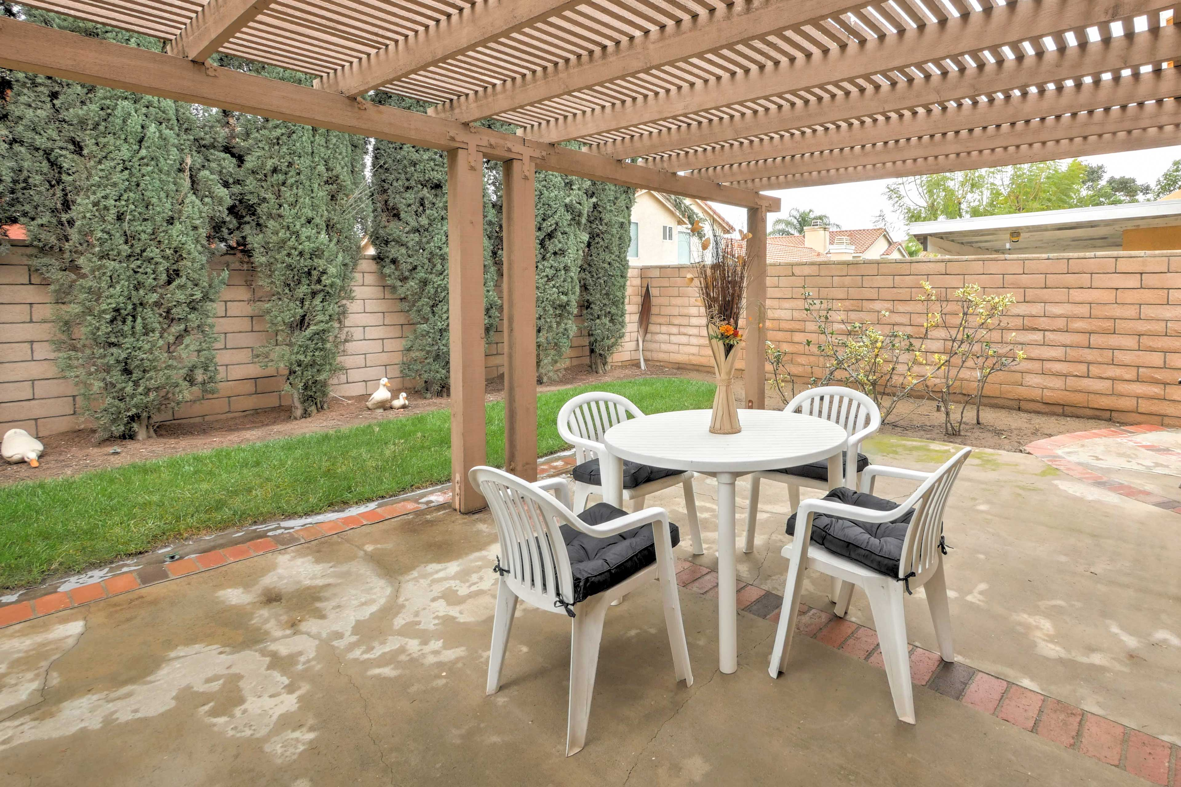 Enjoy breakfast, lunch, and dinner outside on the shaded outdoor patio.