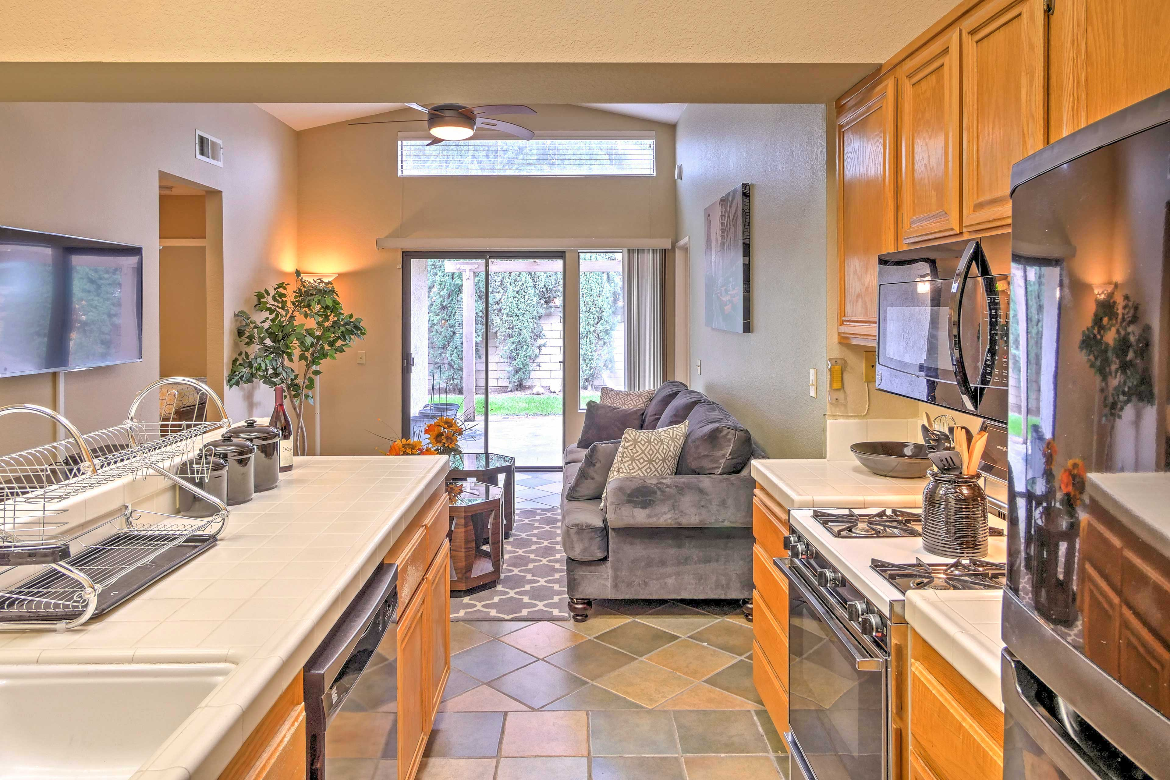 Cook in the fully equipped kitchen while watching TV or chatting with others.