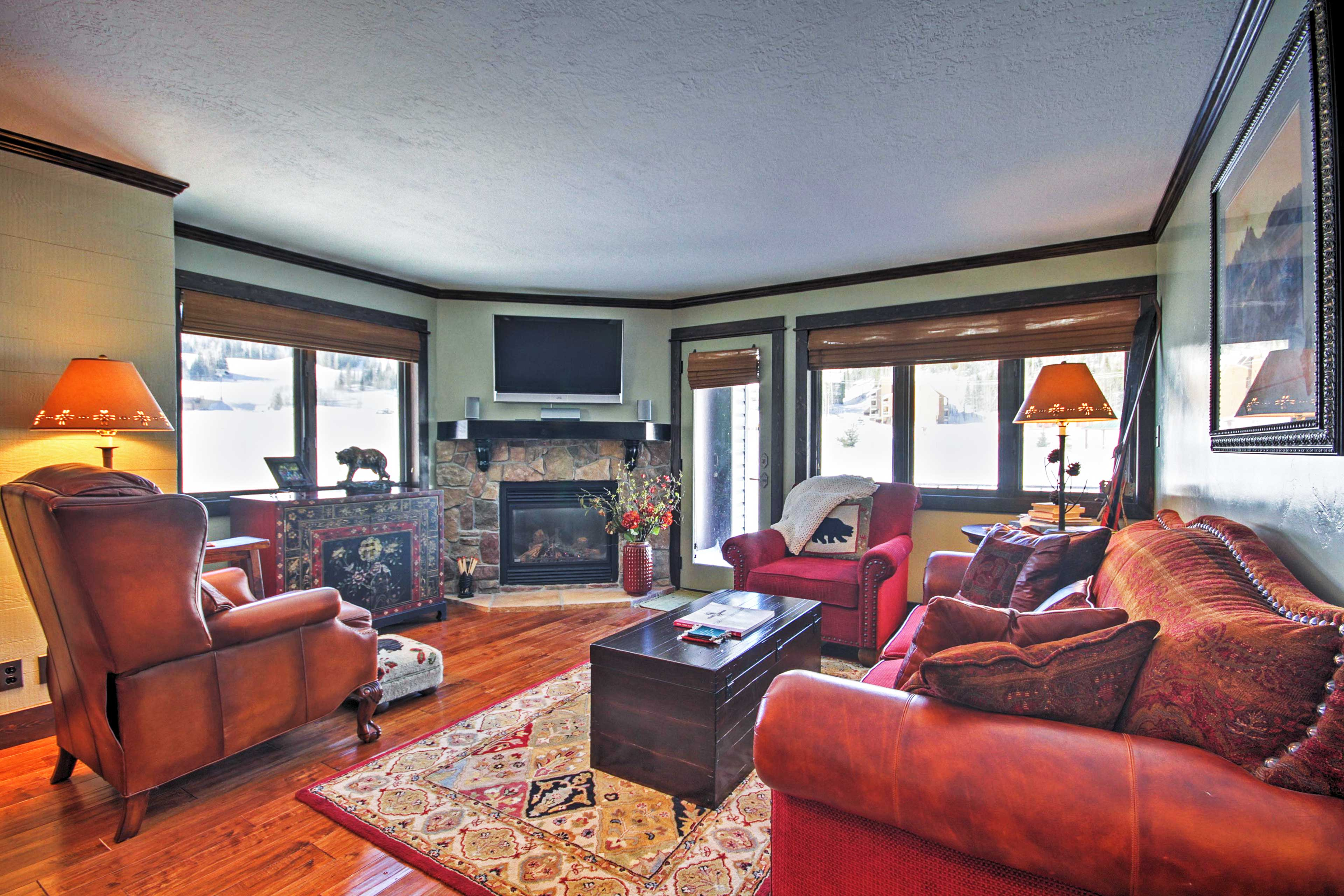 This condo is the only unit in the complex with a gas fireplace!