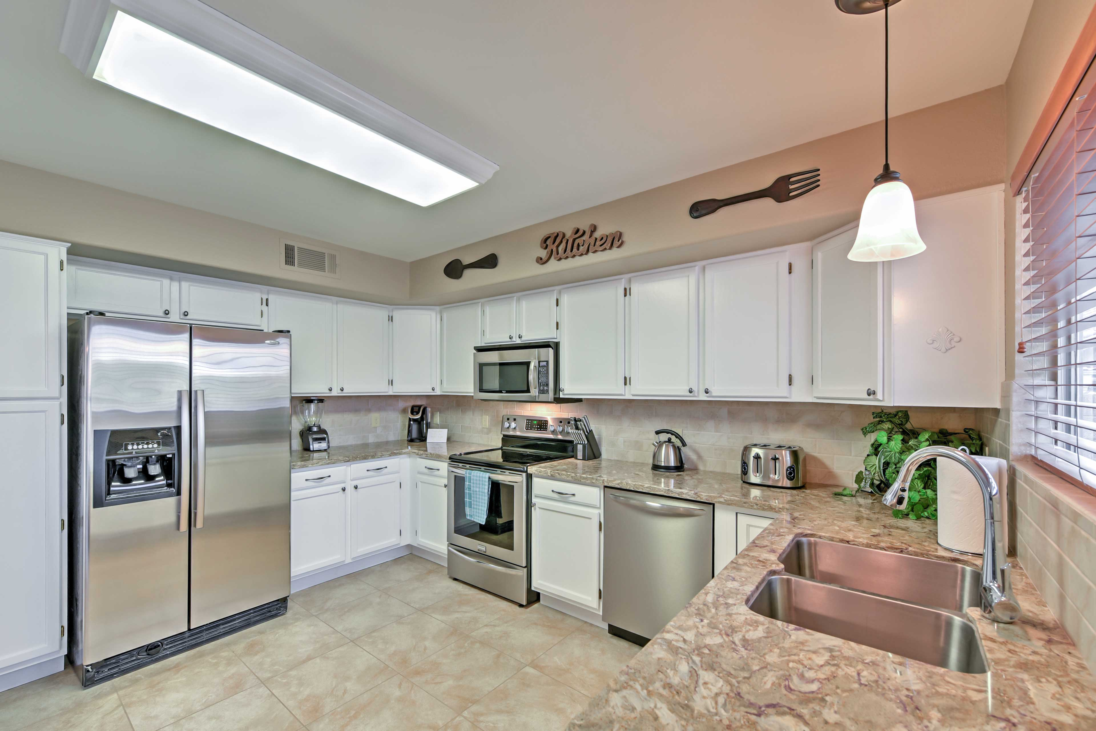 Prepare a delicious treat in this fully equipped kitchen.