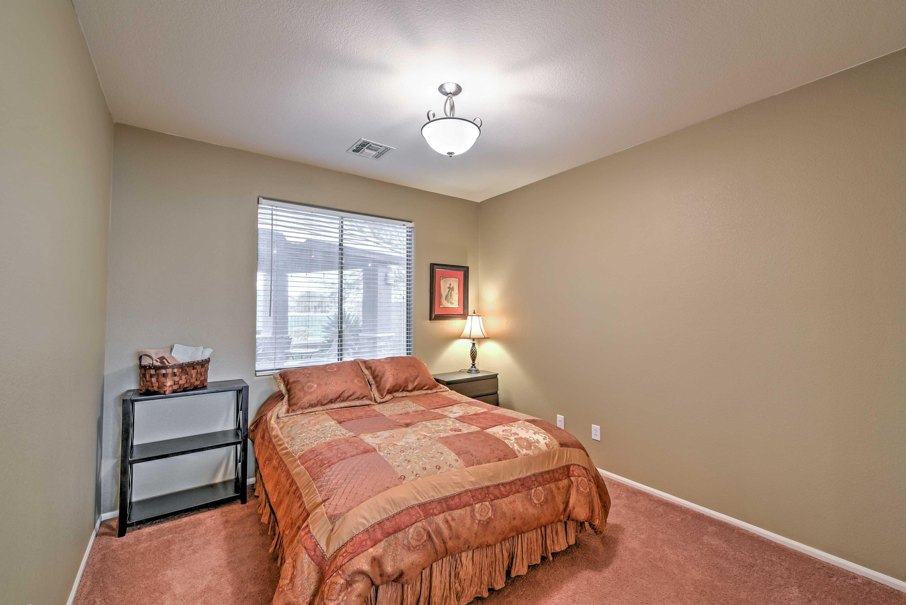 Four rooms host queen beds.