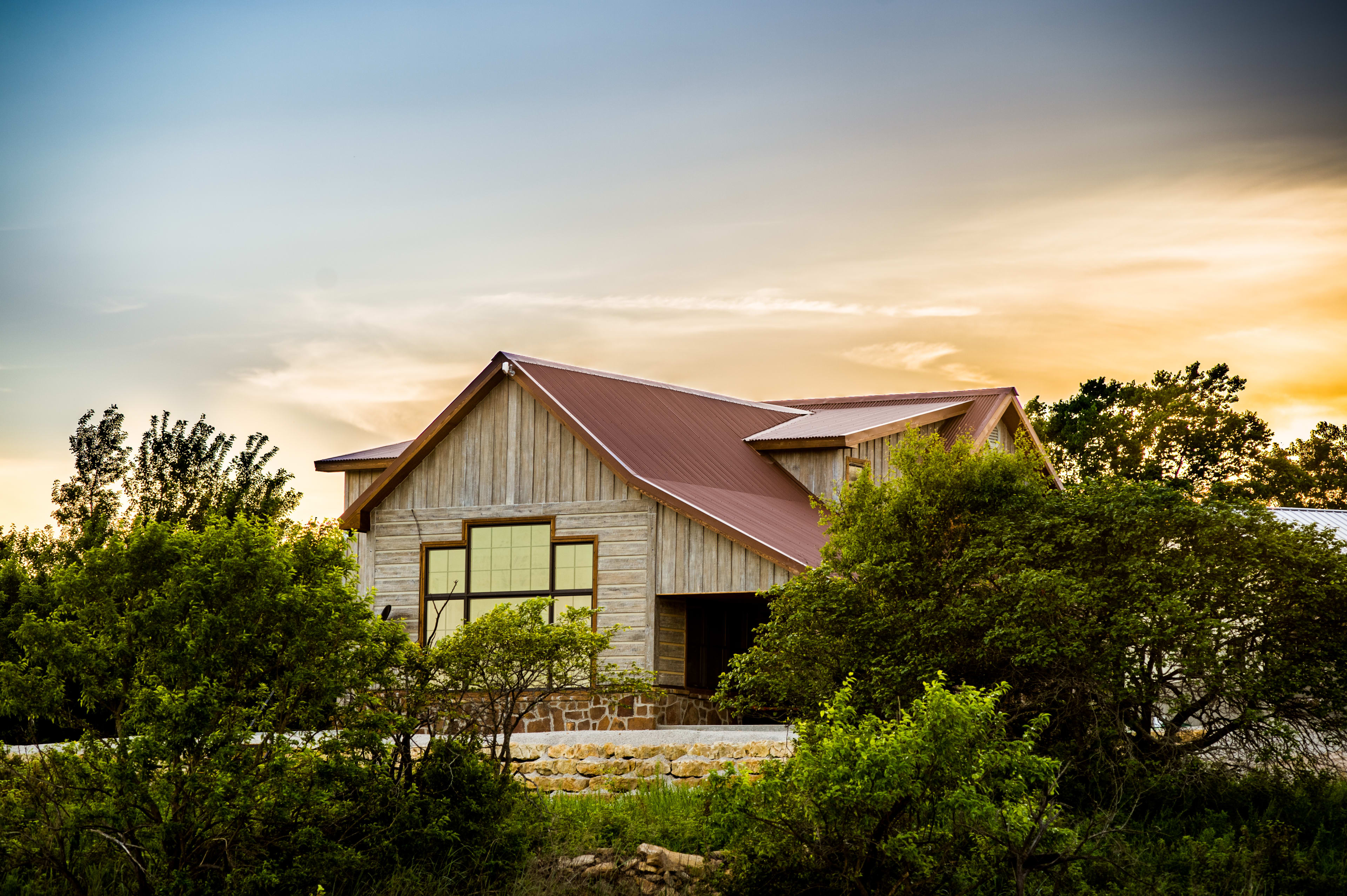 The cabin is truly immersed in the natural beauty of the area.