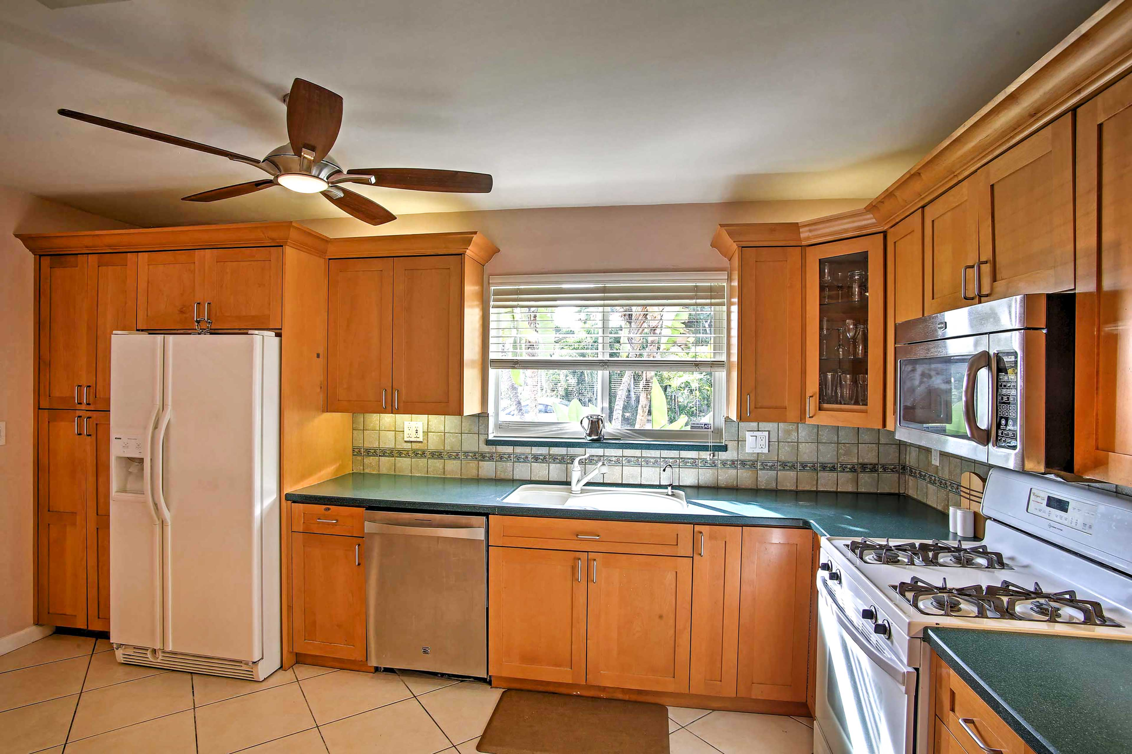 Prepare a delicious meal in the fully equipped kitchen.