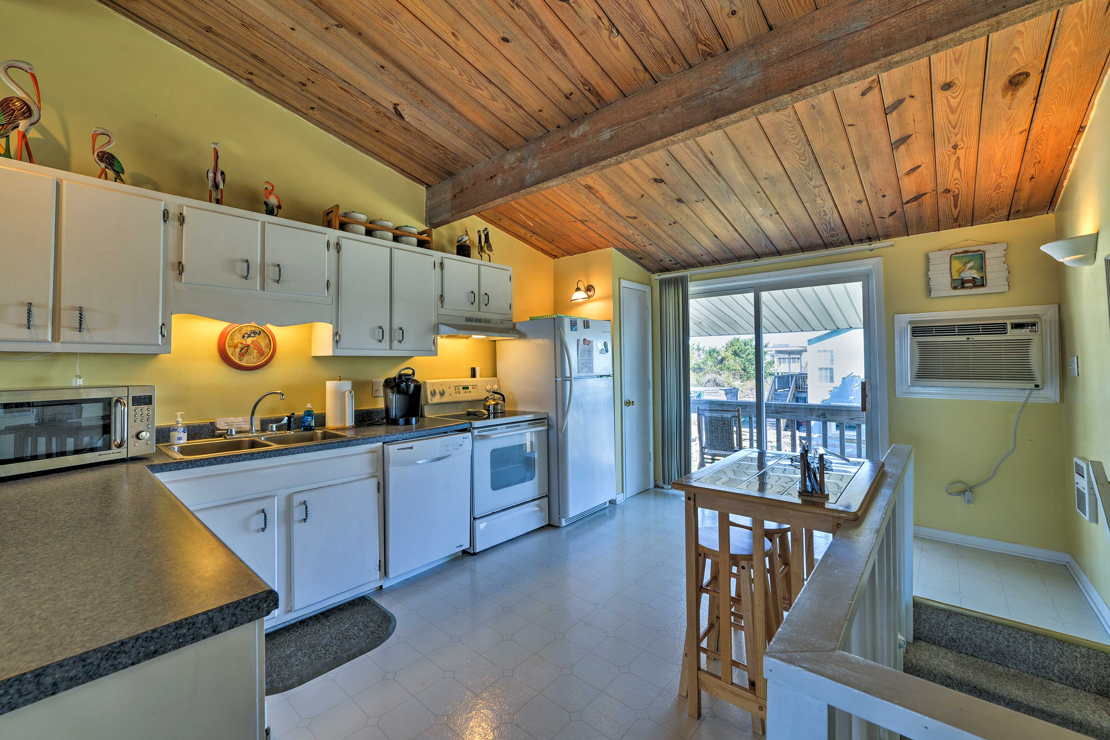 This bright kitchen is fully equipped with all the essentials!