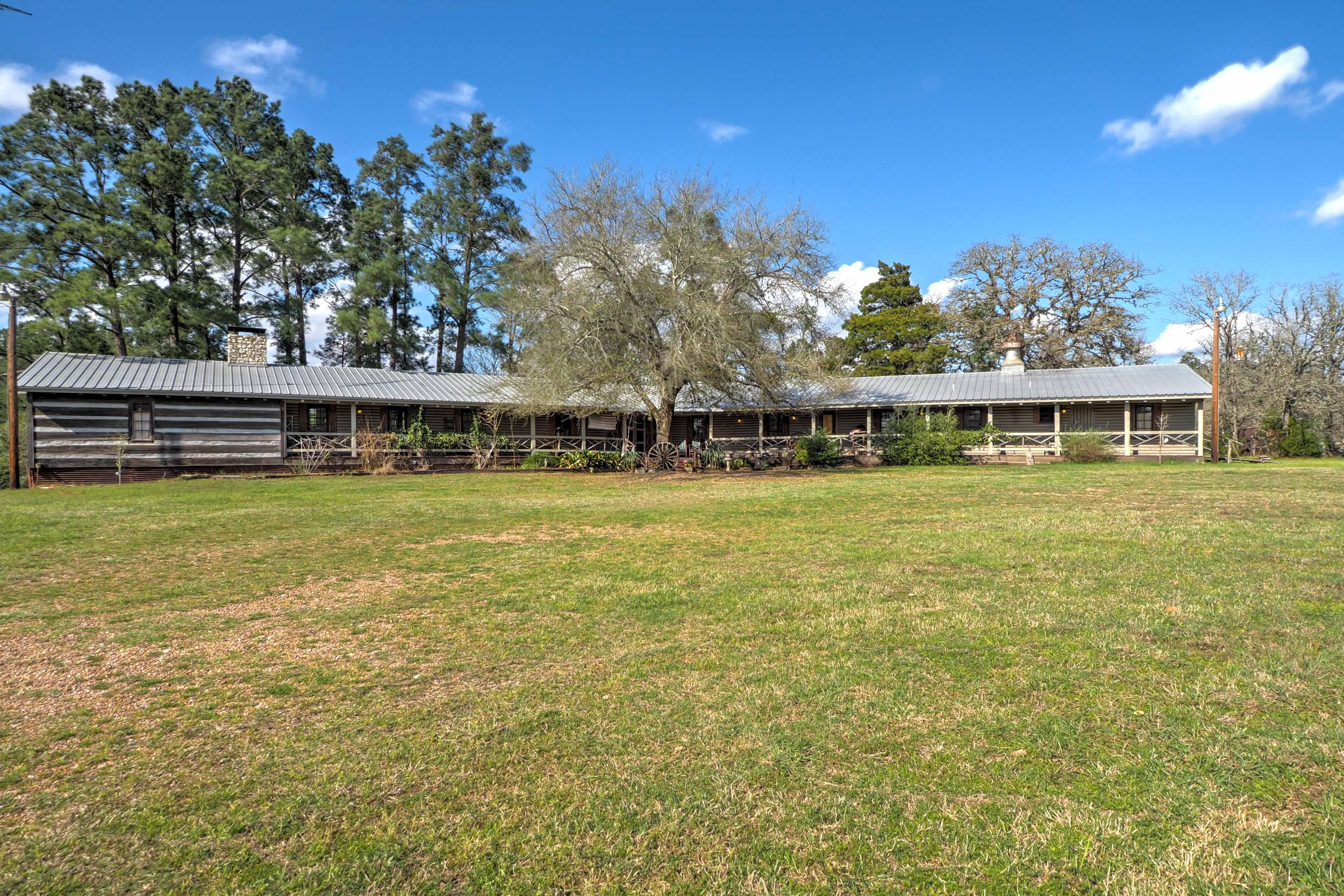 Book this fabulous vacation rental cabin for the ultimate La Grange getaway!