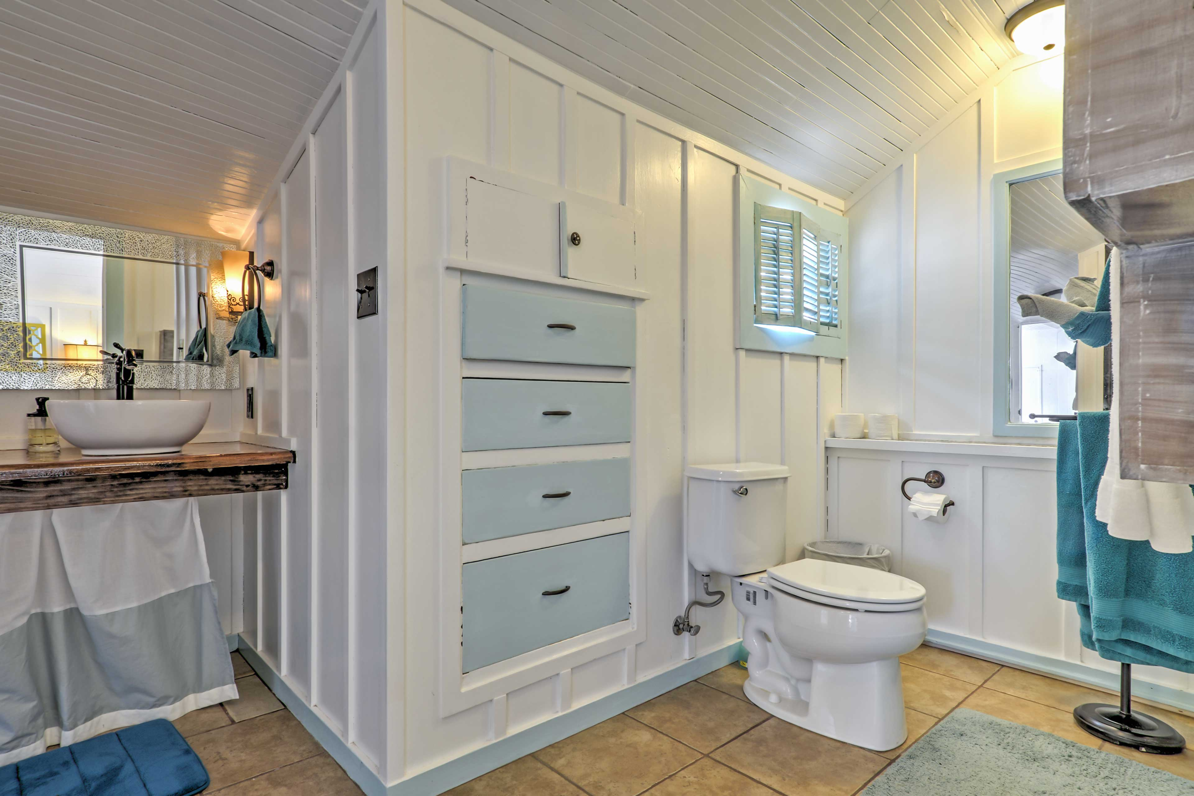 Freshen up in this bright and breezy bathroom!