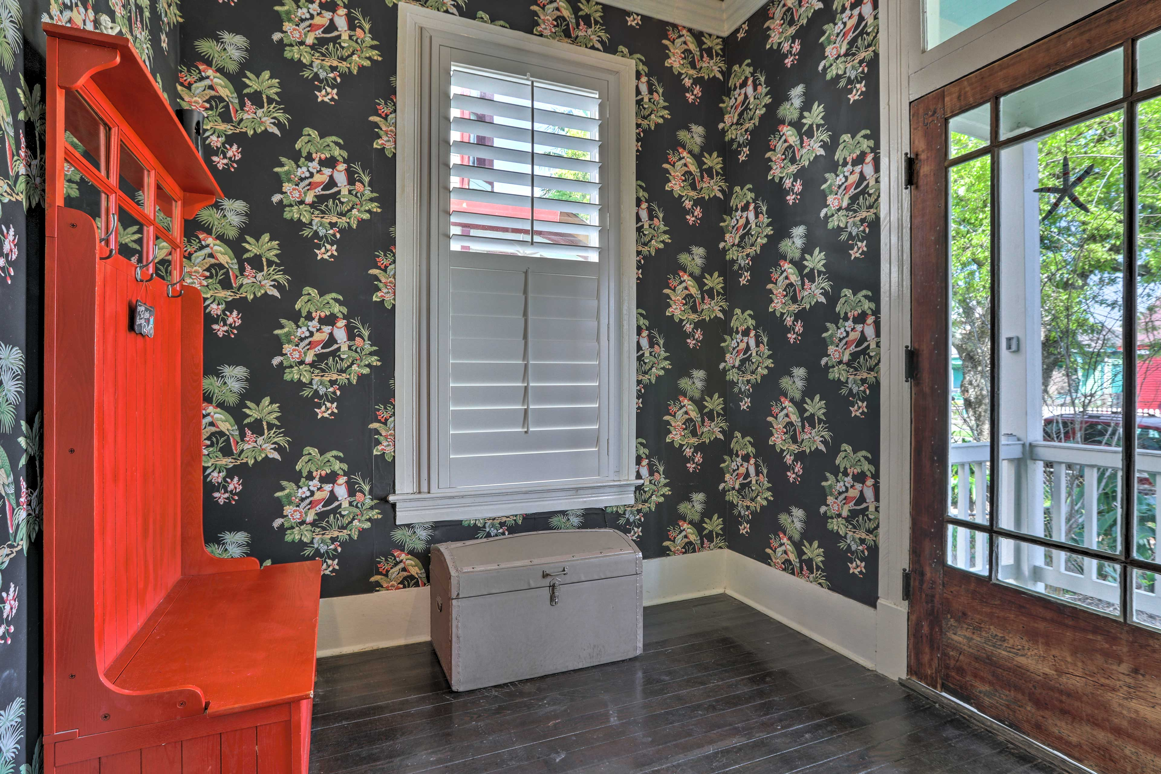 Switch into vacation mode the moment you step inside the cute entry way!