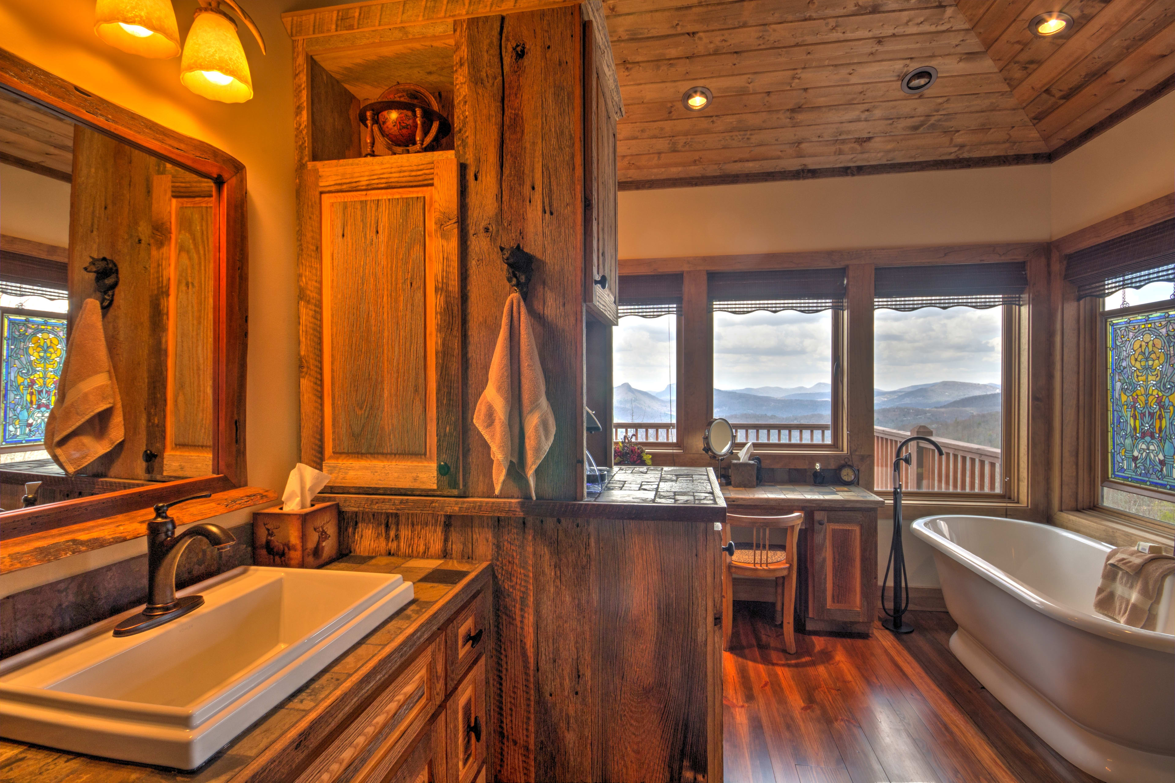 Enjoy  a soothing soak in the bathtub with moutnain vistas.