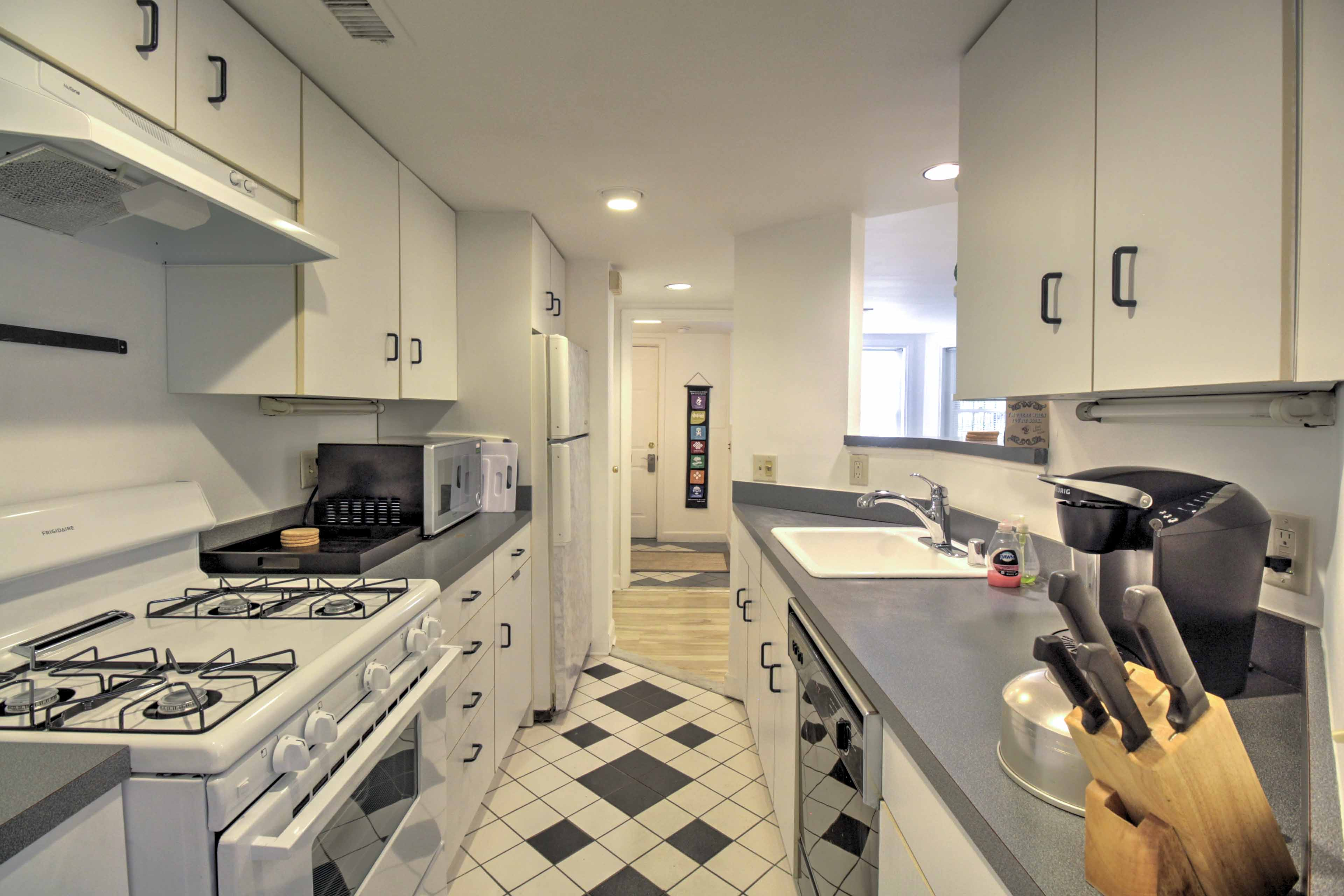 A fully equipped kitchen will make cooking at home a breeze during your stay.