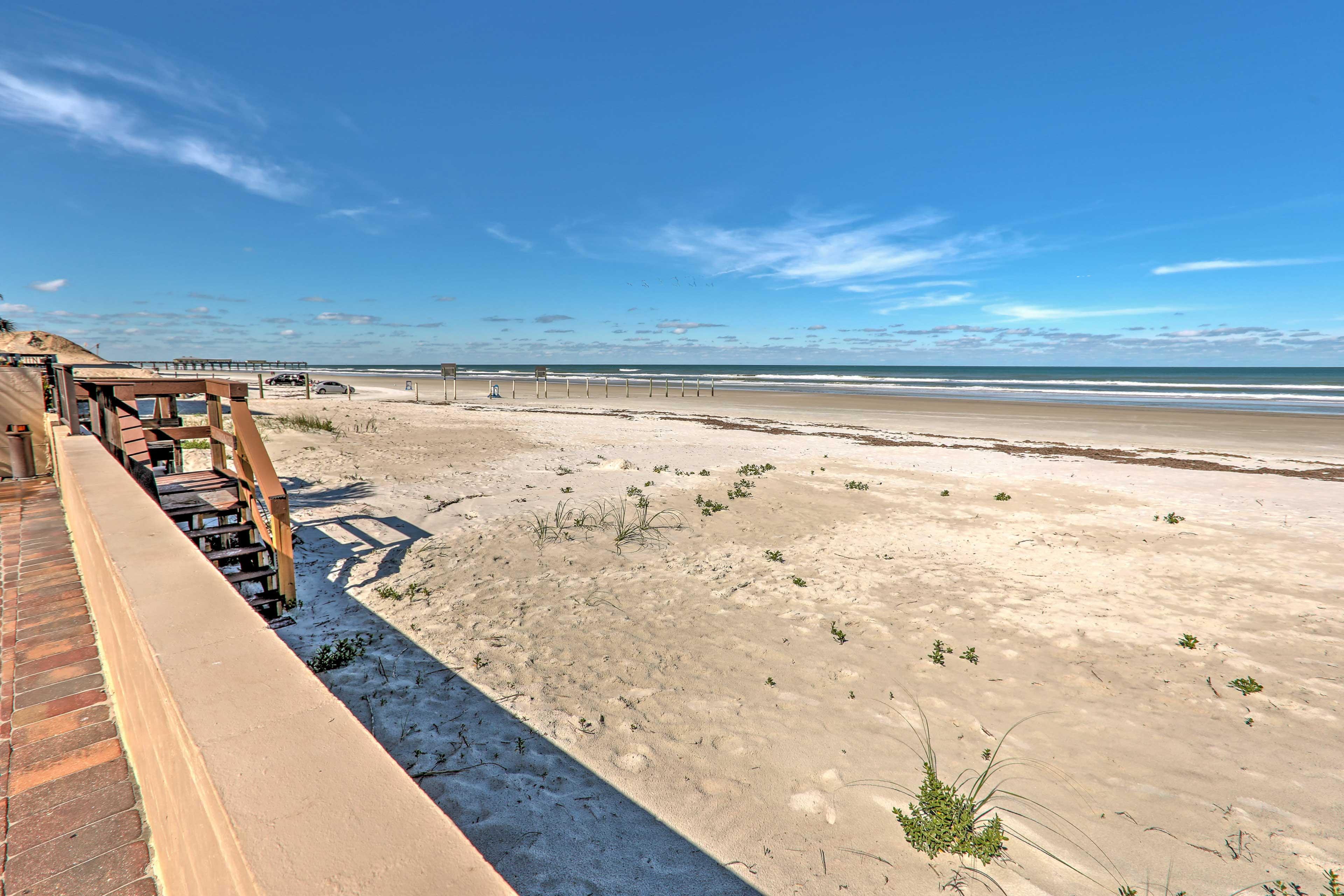 Book this cozy vacation rental condo for the ultimate Daytona Beach Shores getaway!