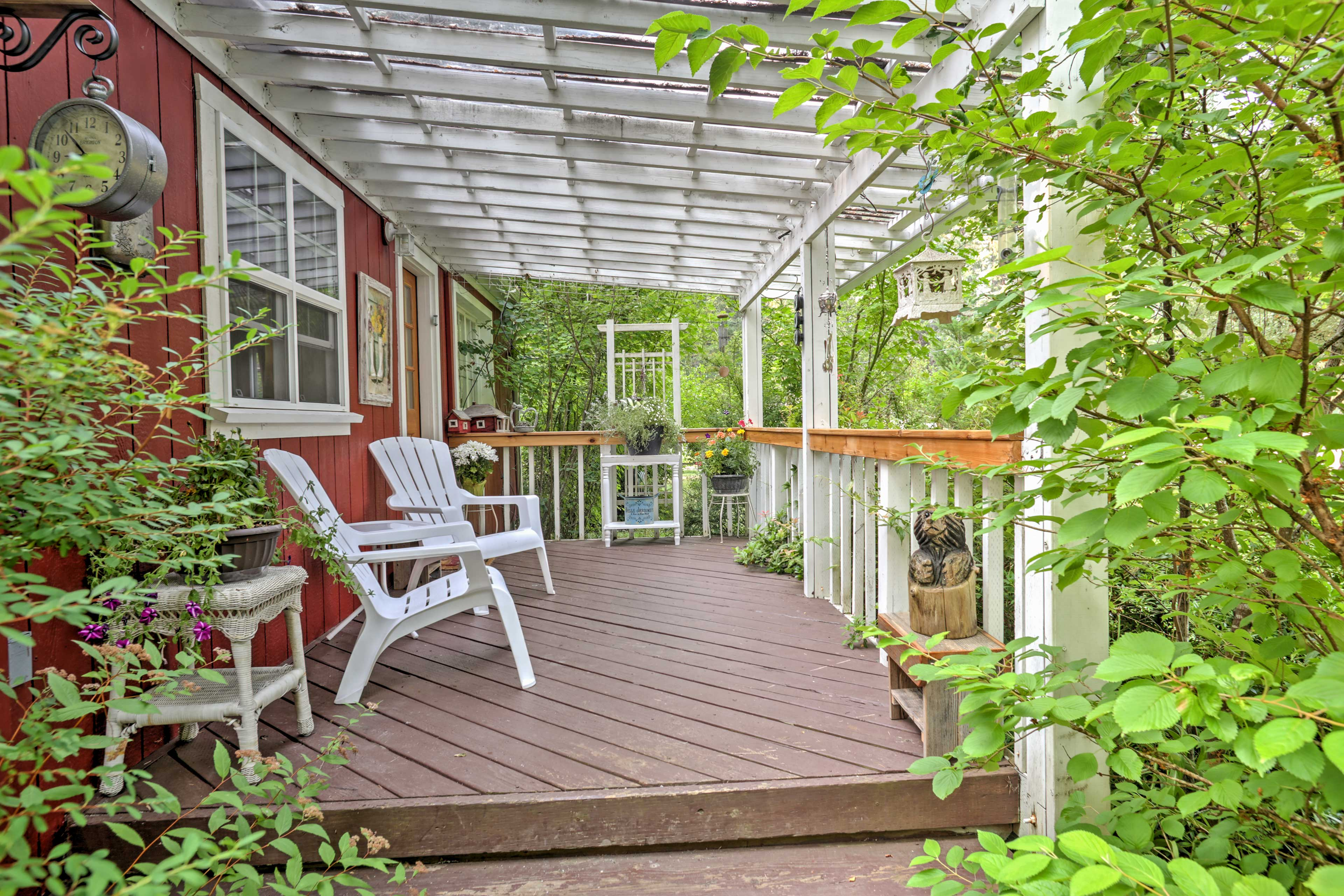 Relax with your travel group on the furnished patio.