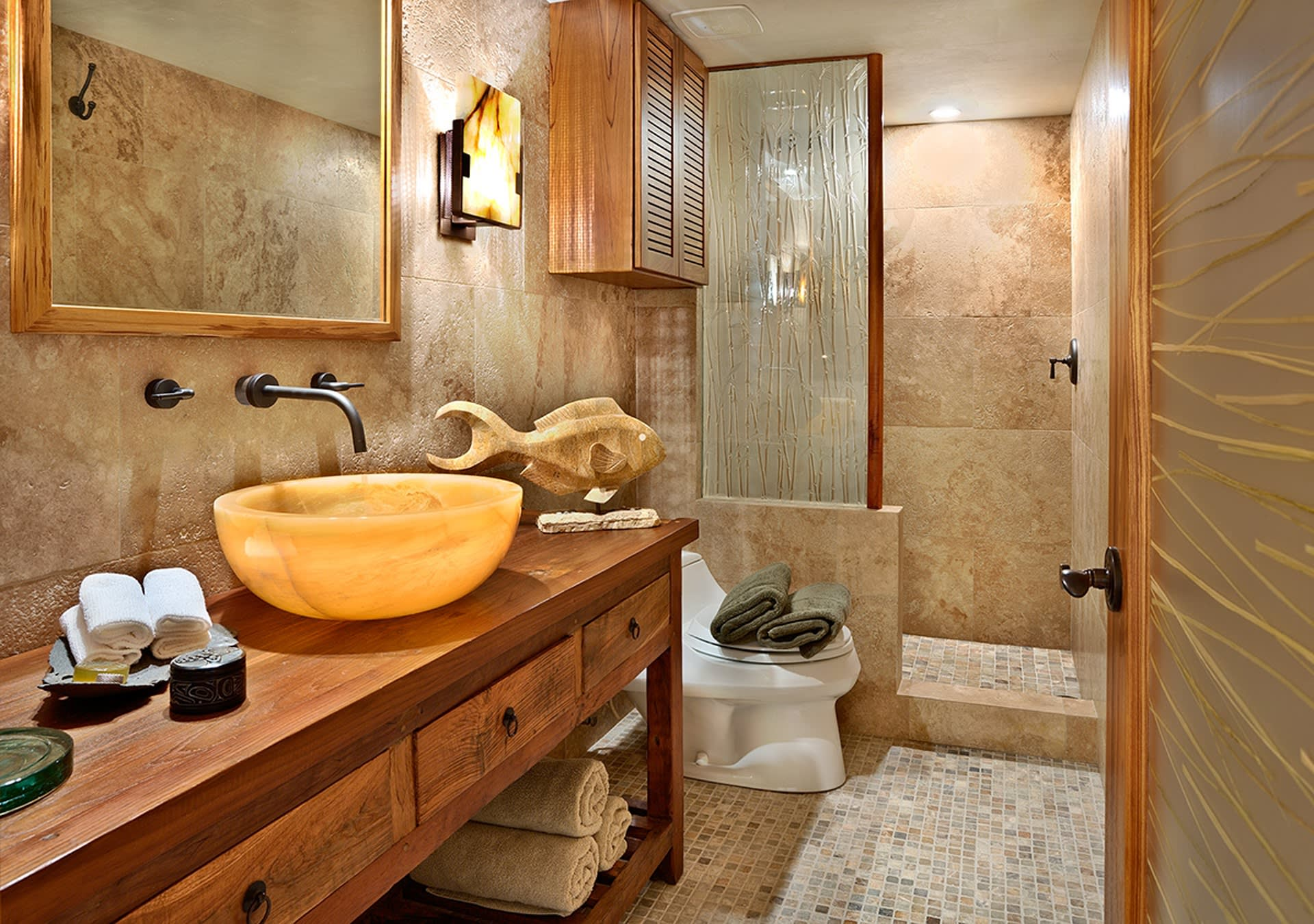 This luxurious bathroom is a welcome sight.