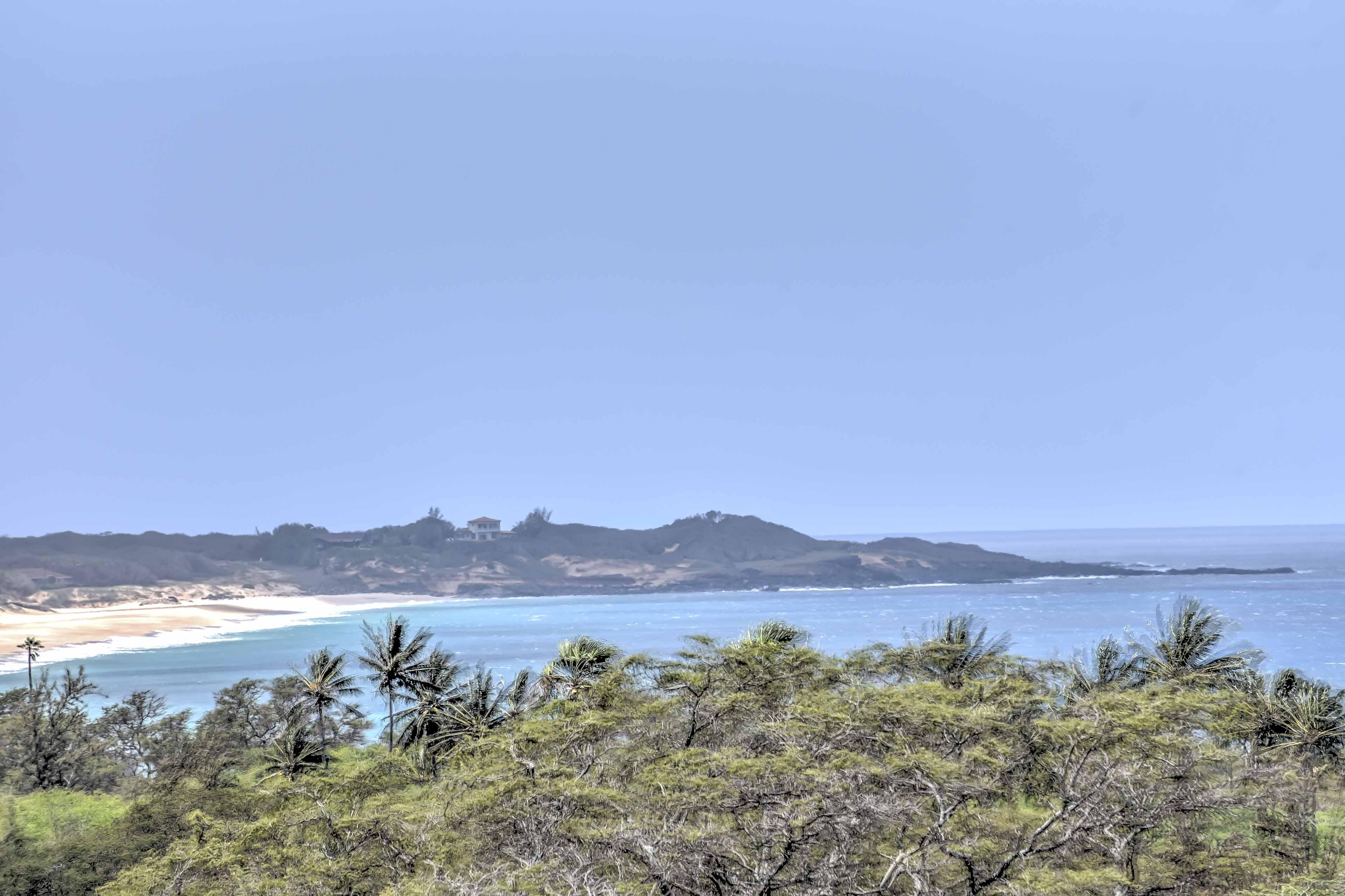 A 15-minute walk will take you to Papohaku Beach.