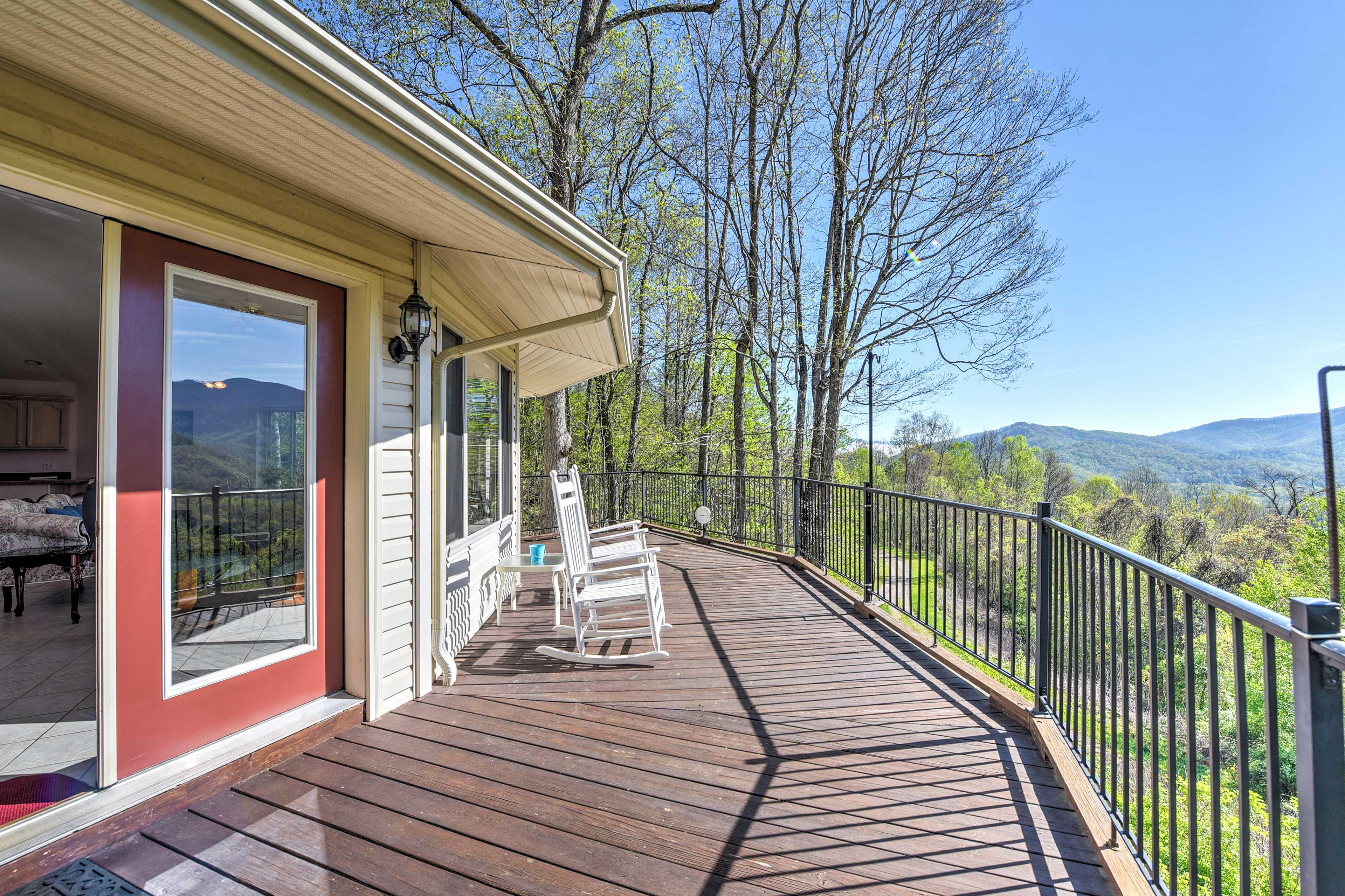 Get away to Blue Ridge Mountain when you stay at this apartment in Burnsville.