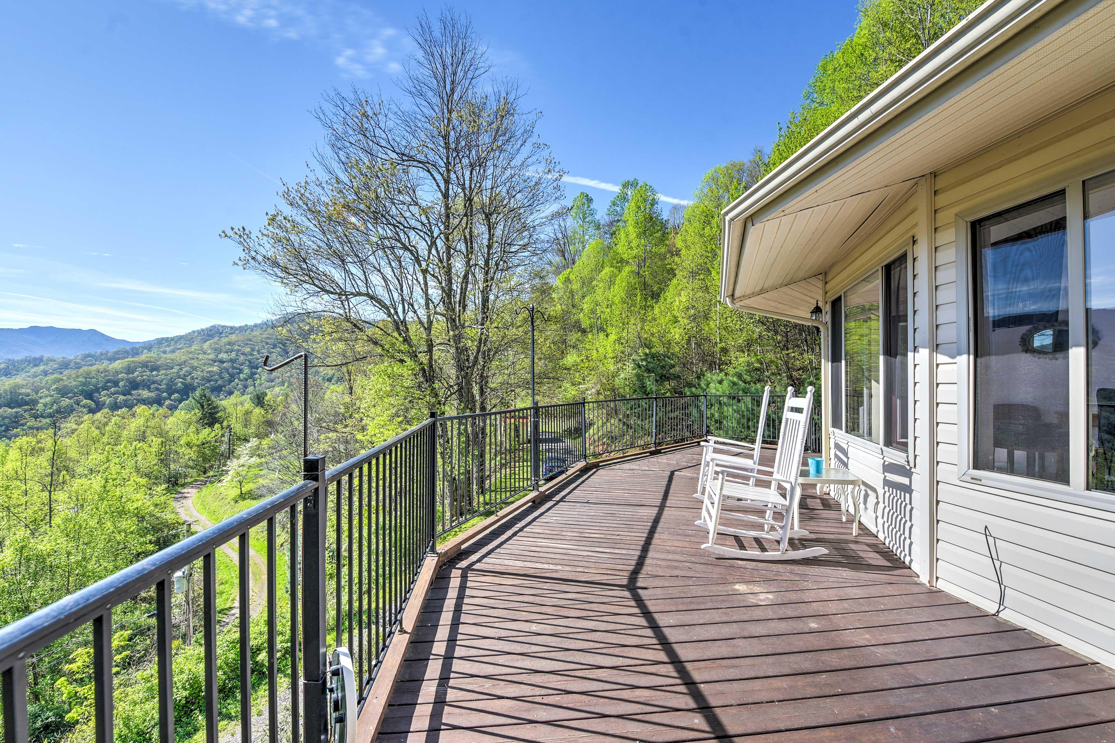 Incredible 360-views surround this Blue Ridge abode.
