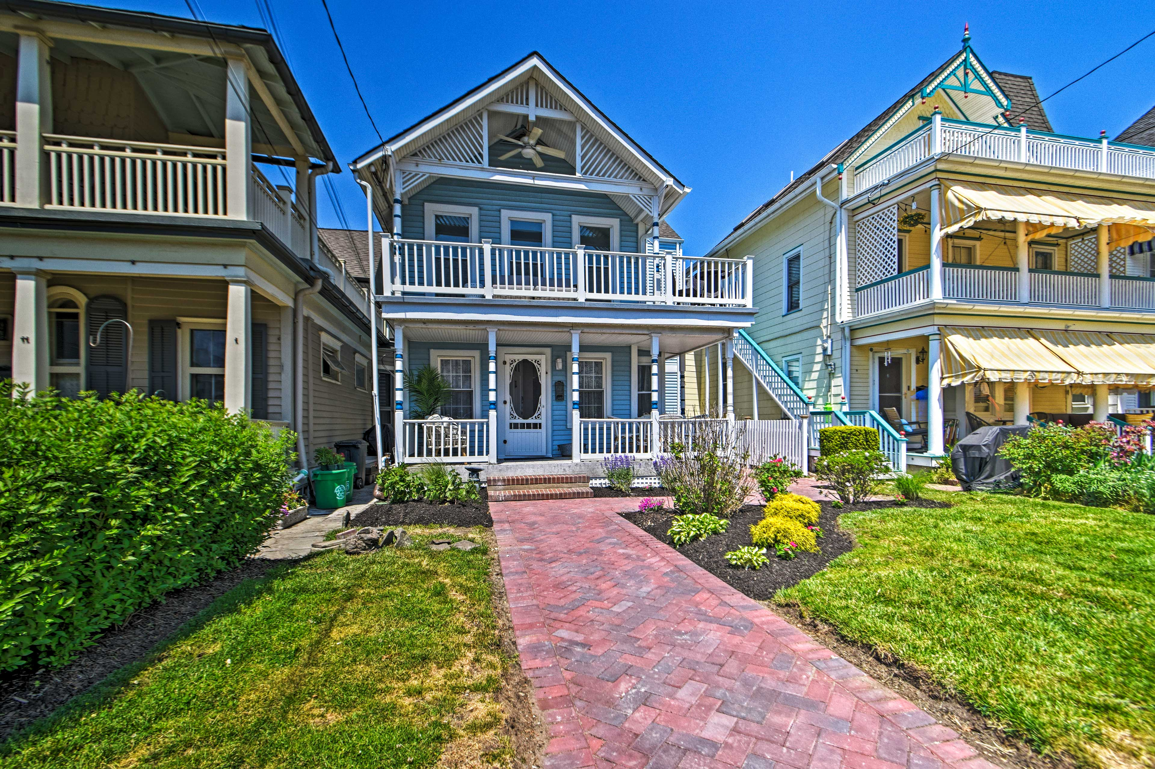 Property Exterior | 1 Block to Beach