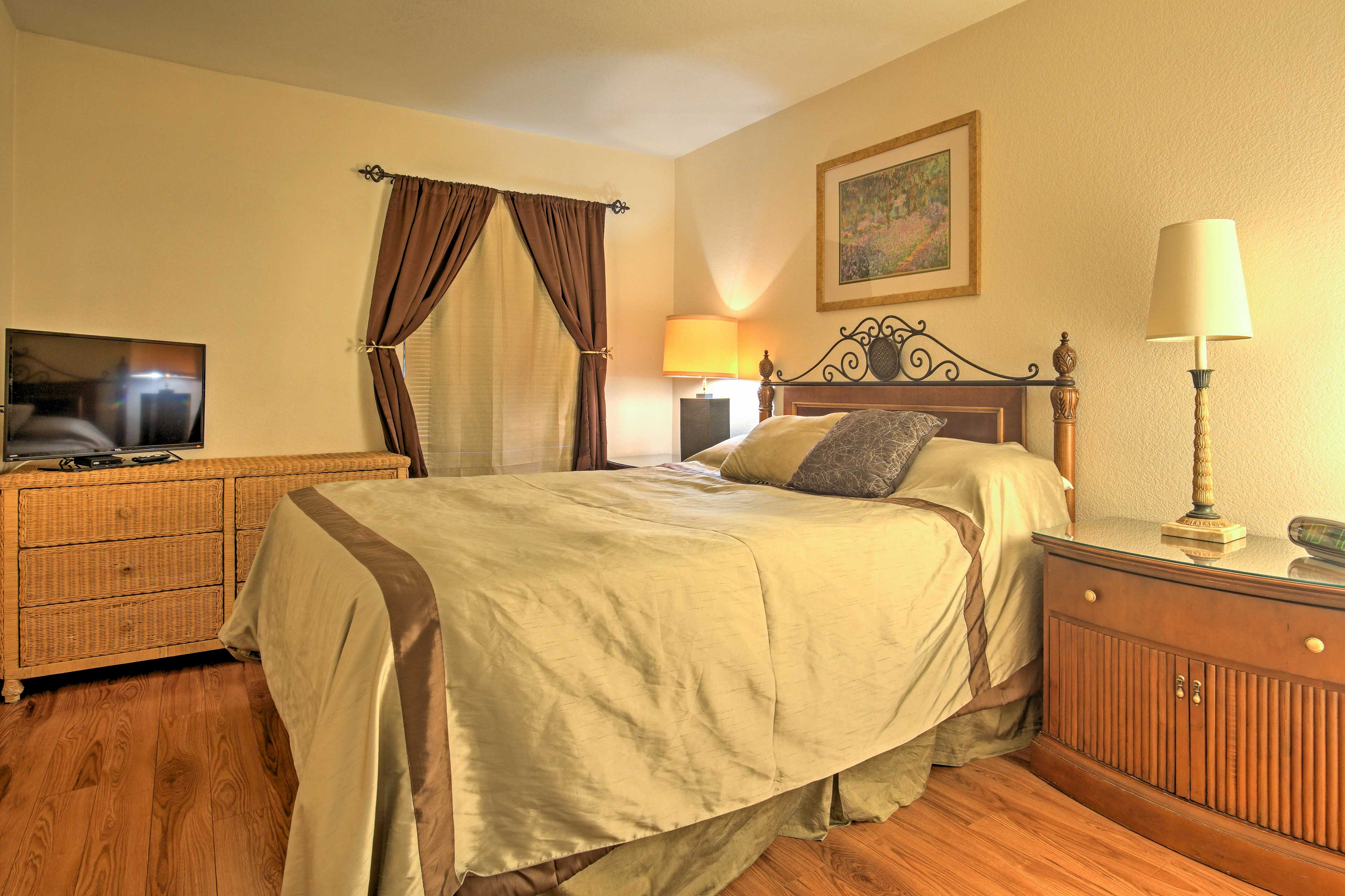 The plush sheets and comfortable queen bed will create blissful nights of sleep.