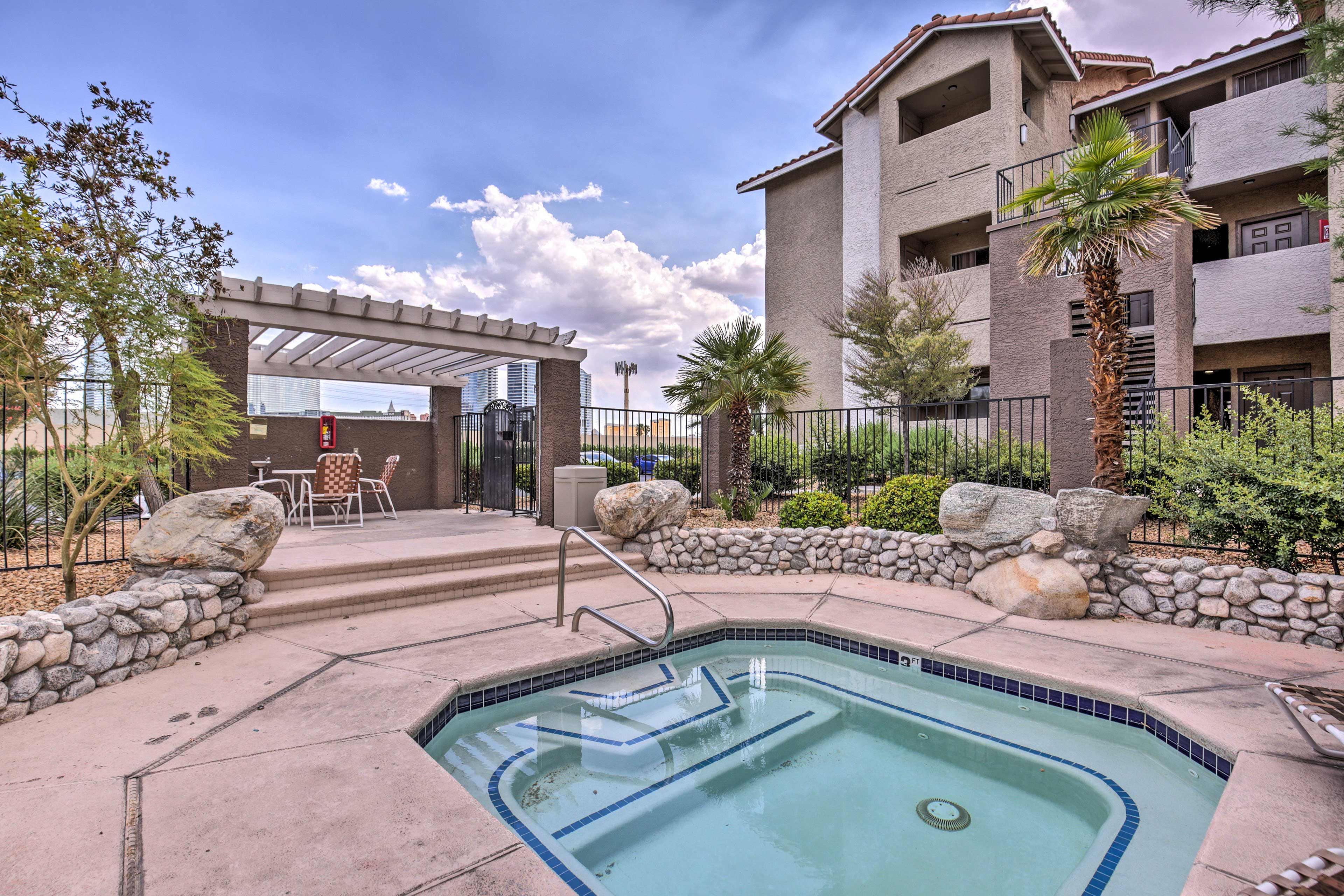 This Las Vegas vacation rental condo is within walking distance of the Bellagio.