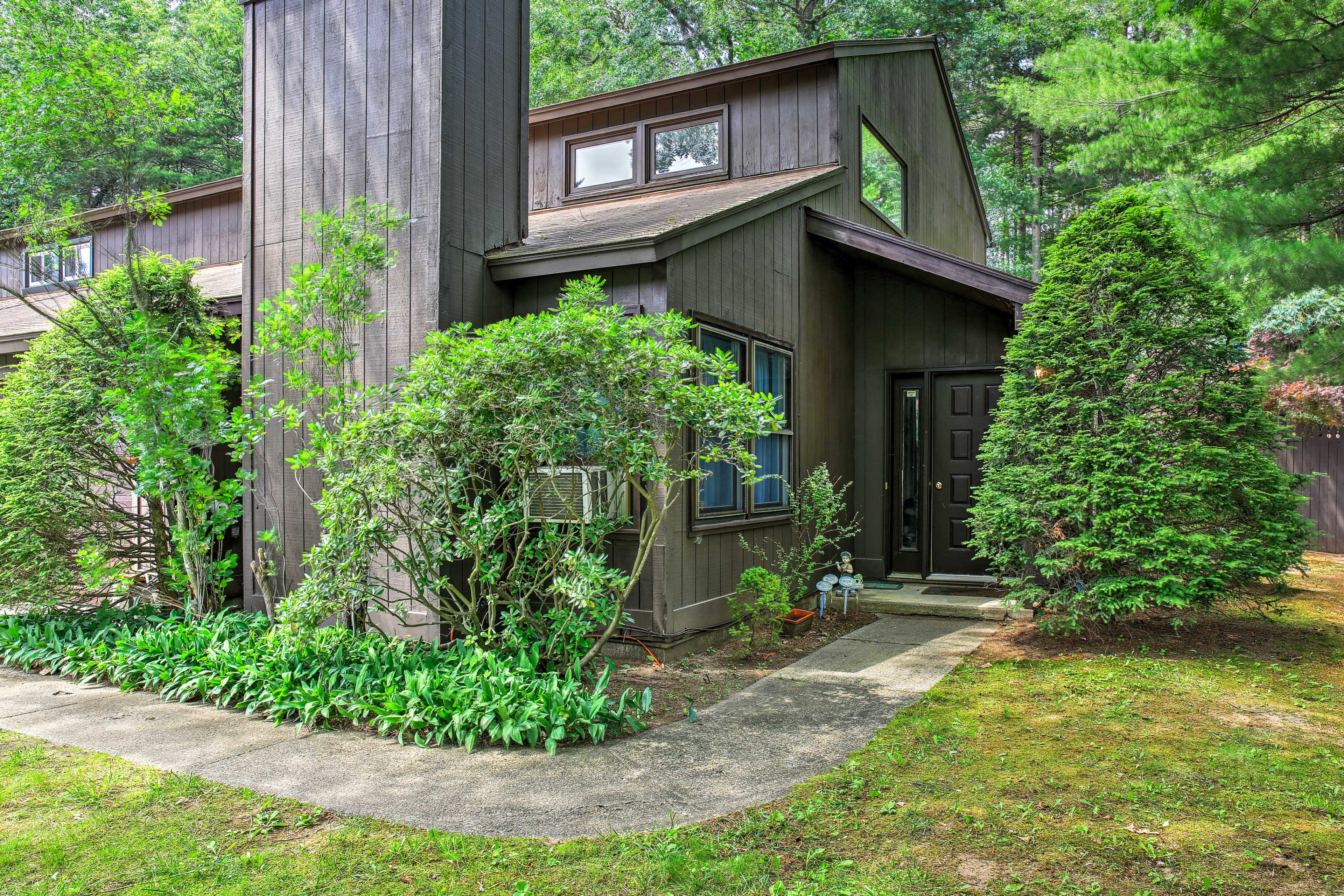 Your New York country getaway begins here, at this homey 2-bedroom, 1.5-bathroom vacation rental townhome that comfortably accommodates 5 guests.