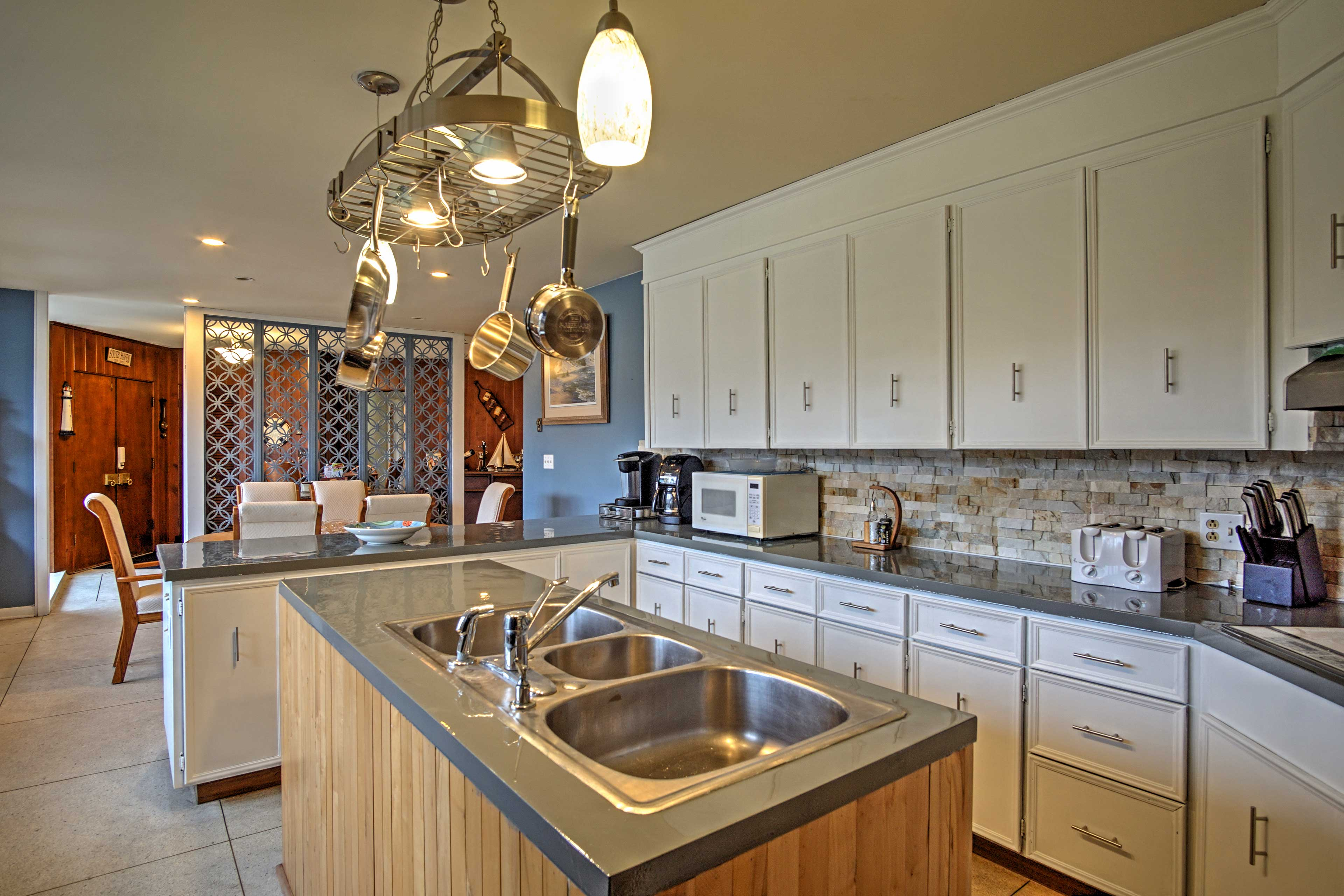 Prepare your favorite miles in the fully equipped kitchen.