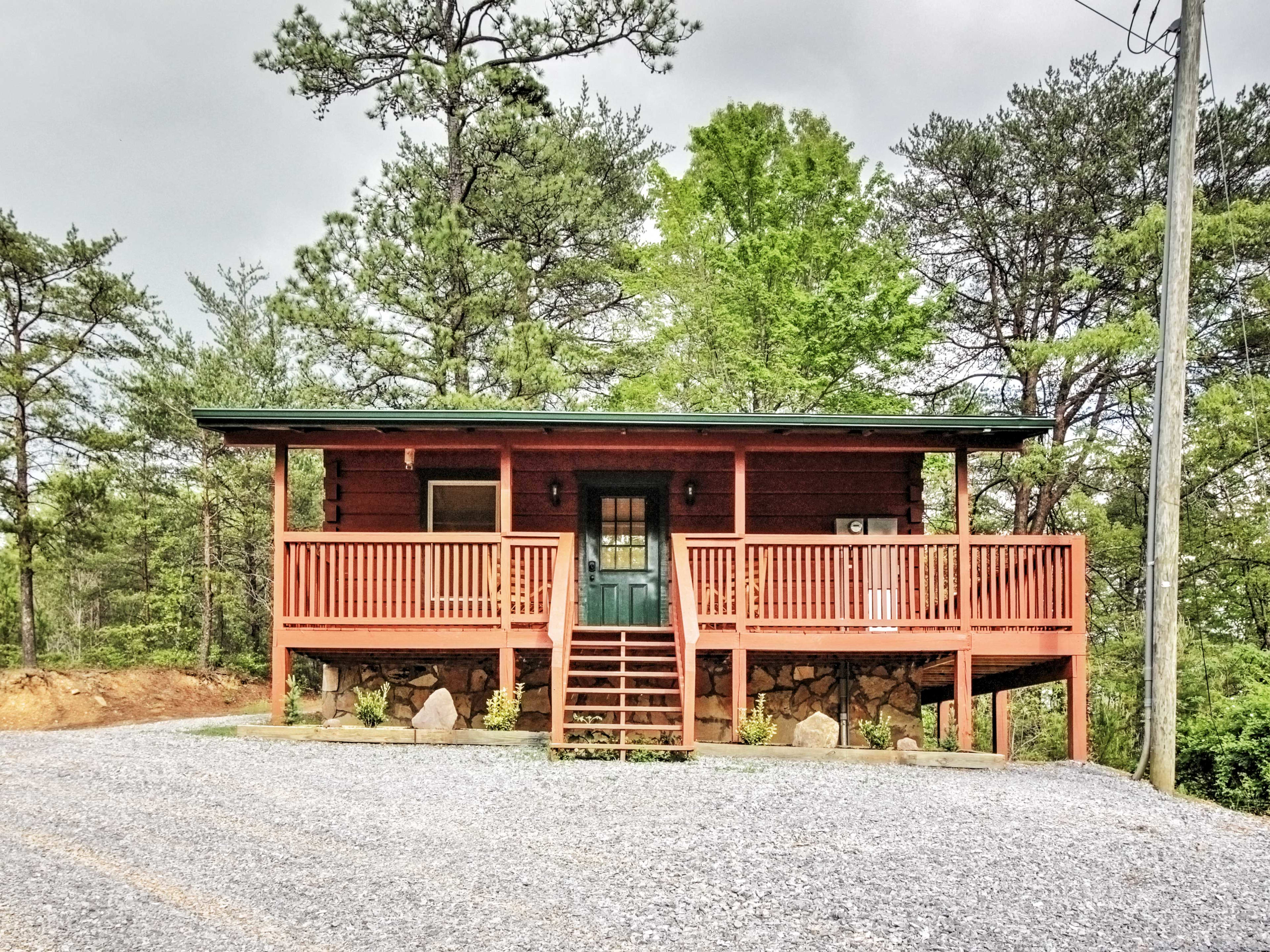 Make your next Pigeon Forge vacation a memorable one by booking this log cabin!