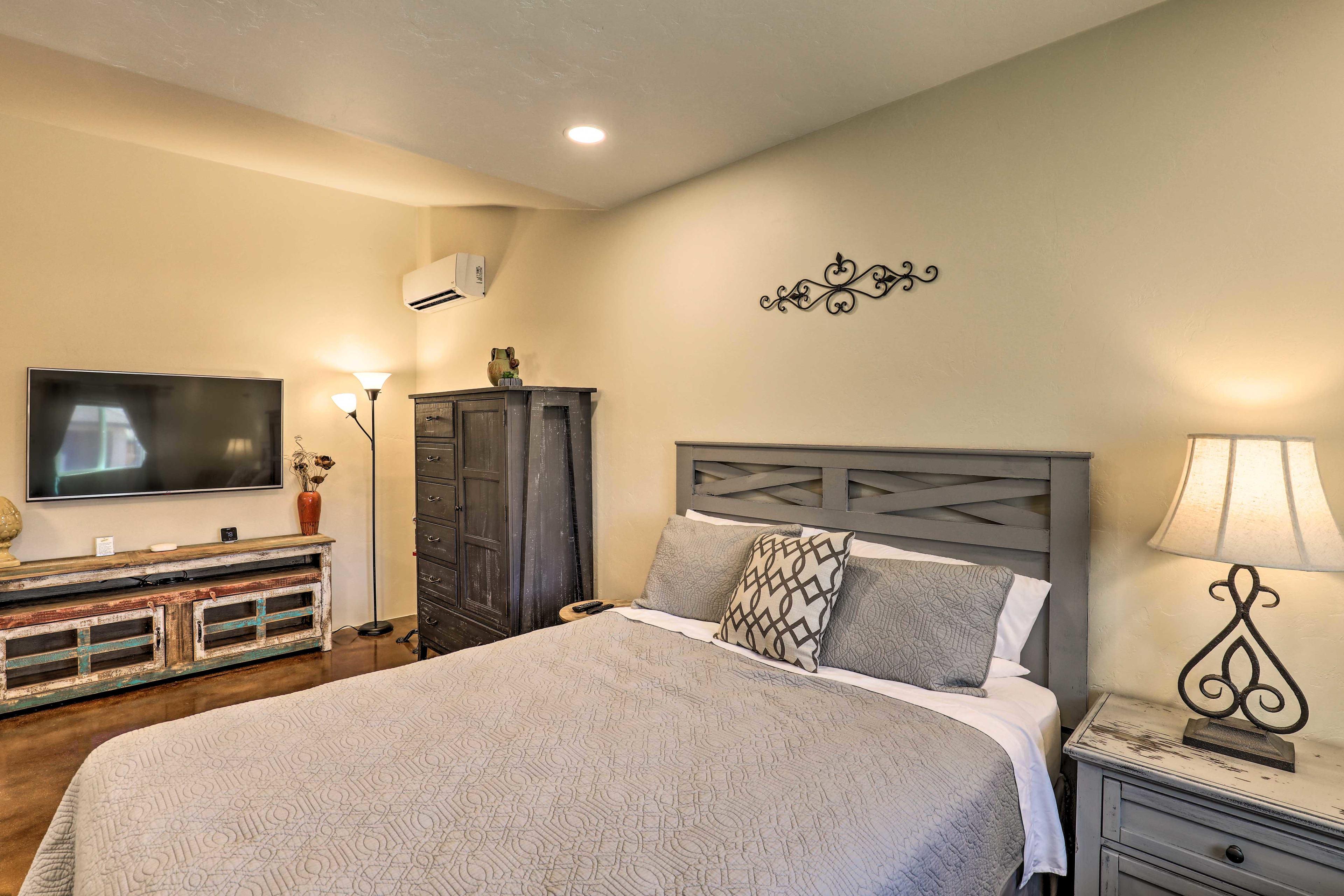 Bedroom 3 | Cable TV | Queen Bed