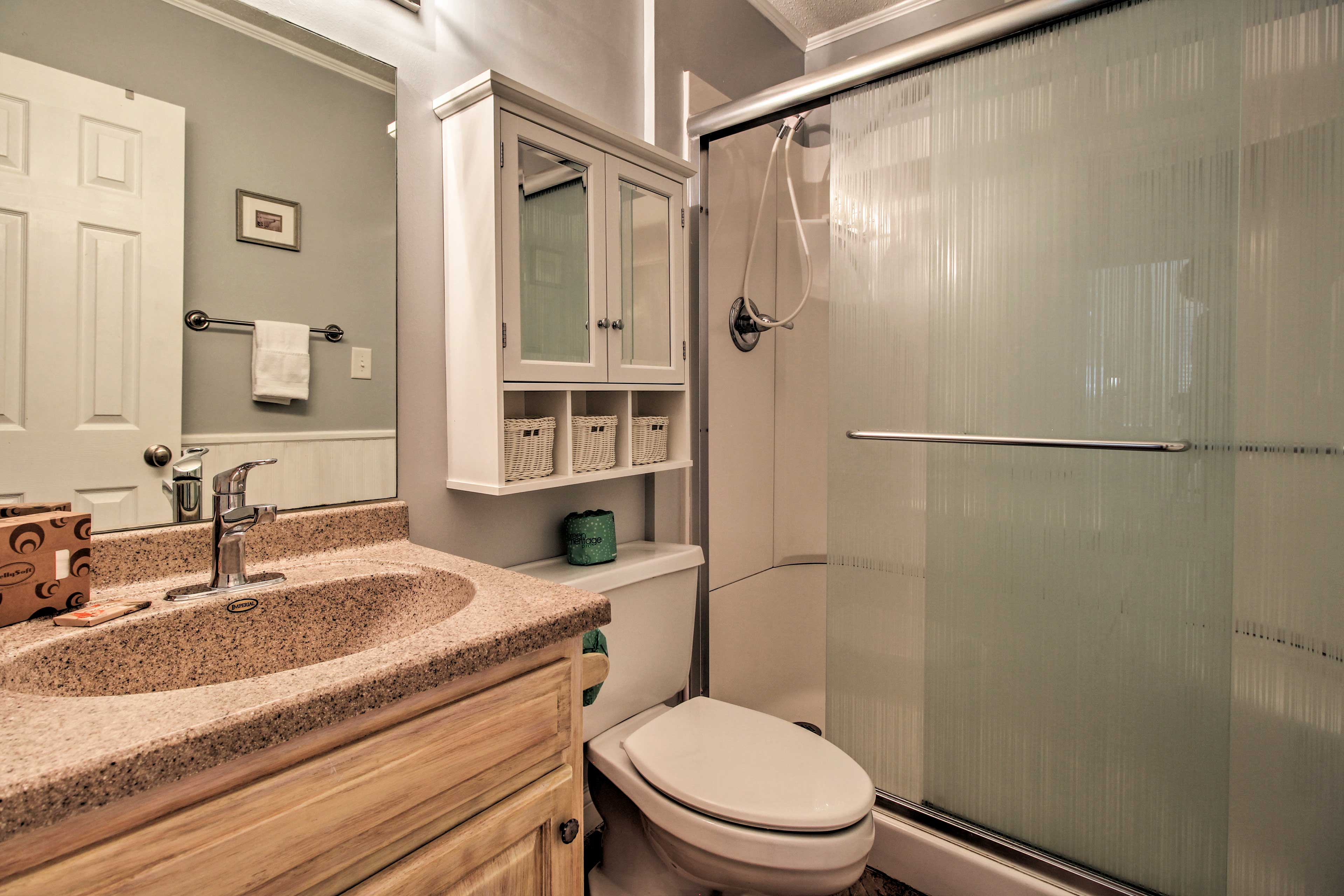 Full Bathroom   Shower Grab Rails   Towels Provided