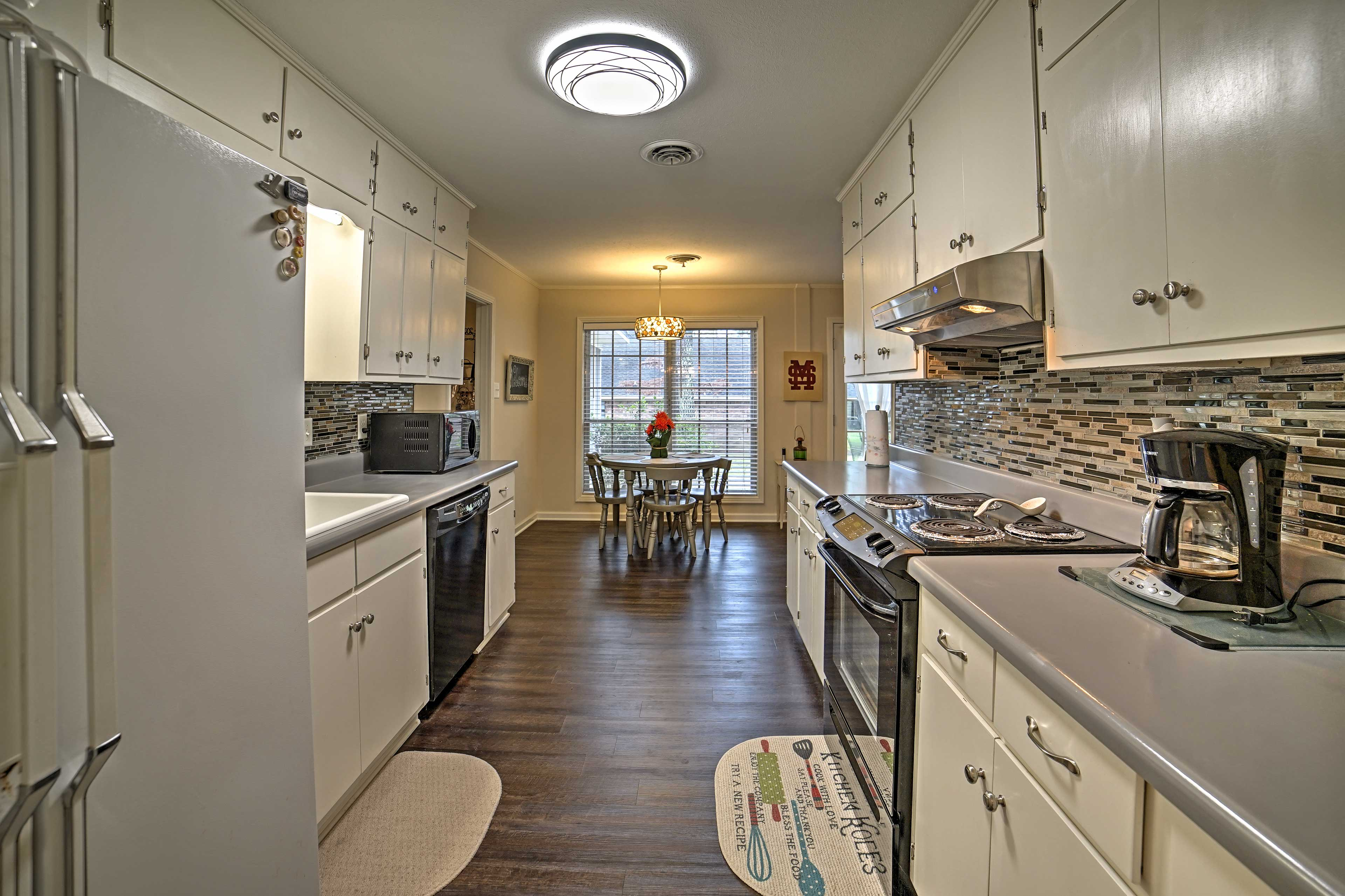 The fully equipped kitchen has everything you need to prepare your favorites.