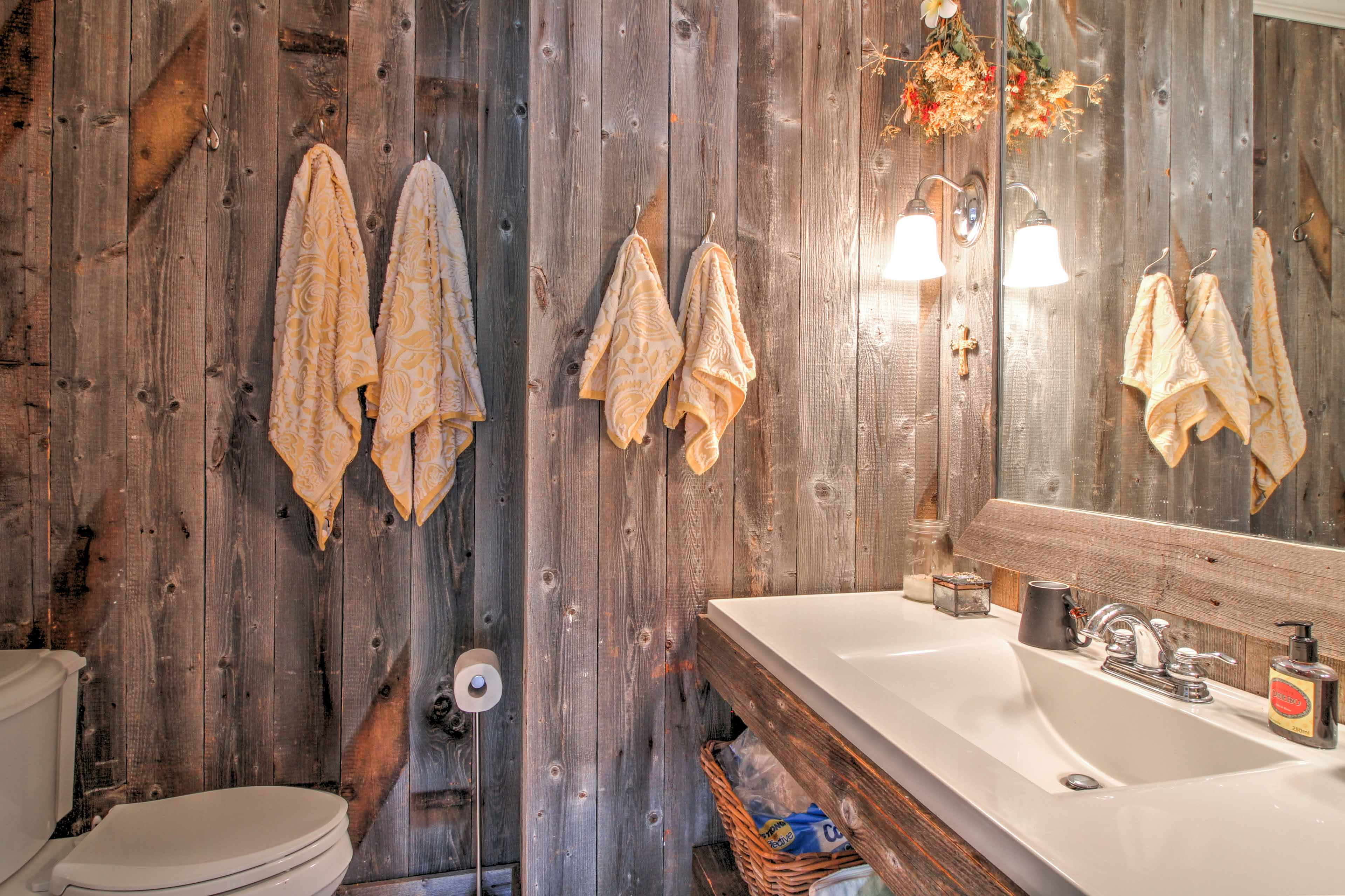 The home features 3.5 bathrooms for guests to use.
