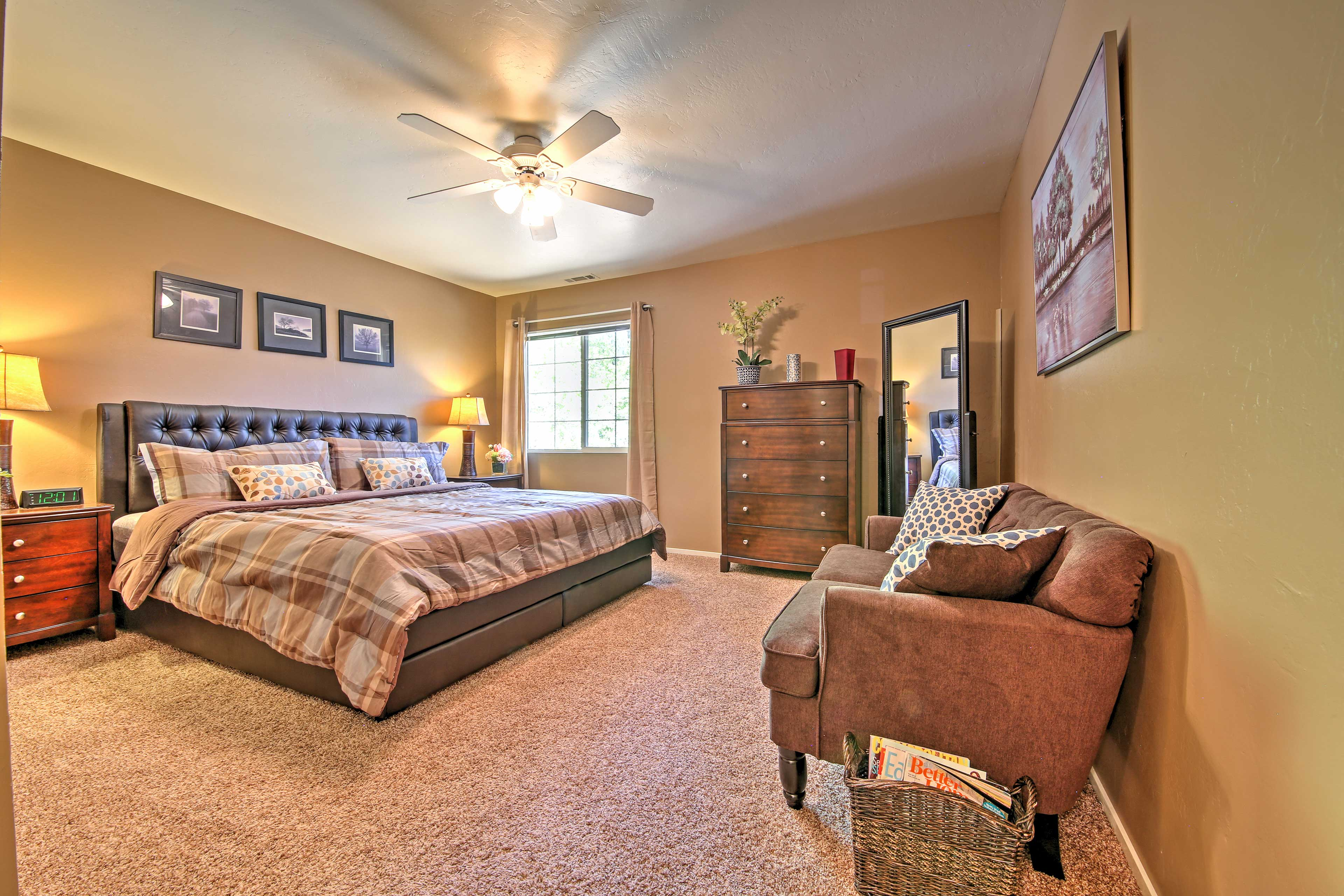 You're sure to have many peaceful slumbers in this large king-sized bed.