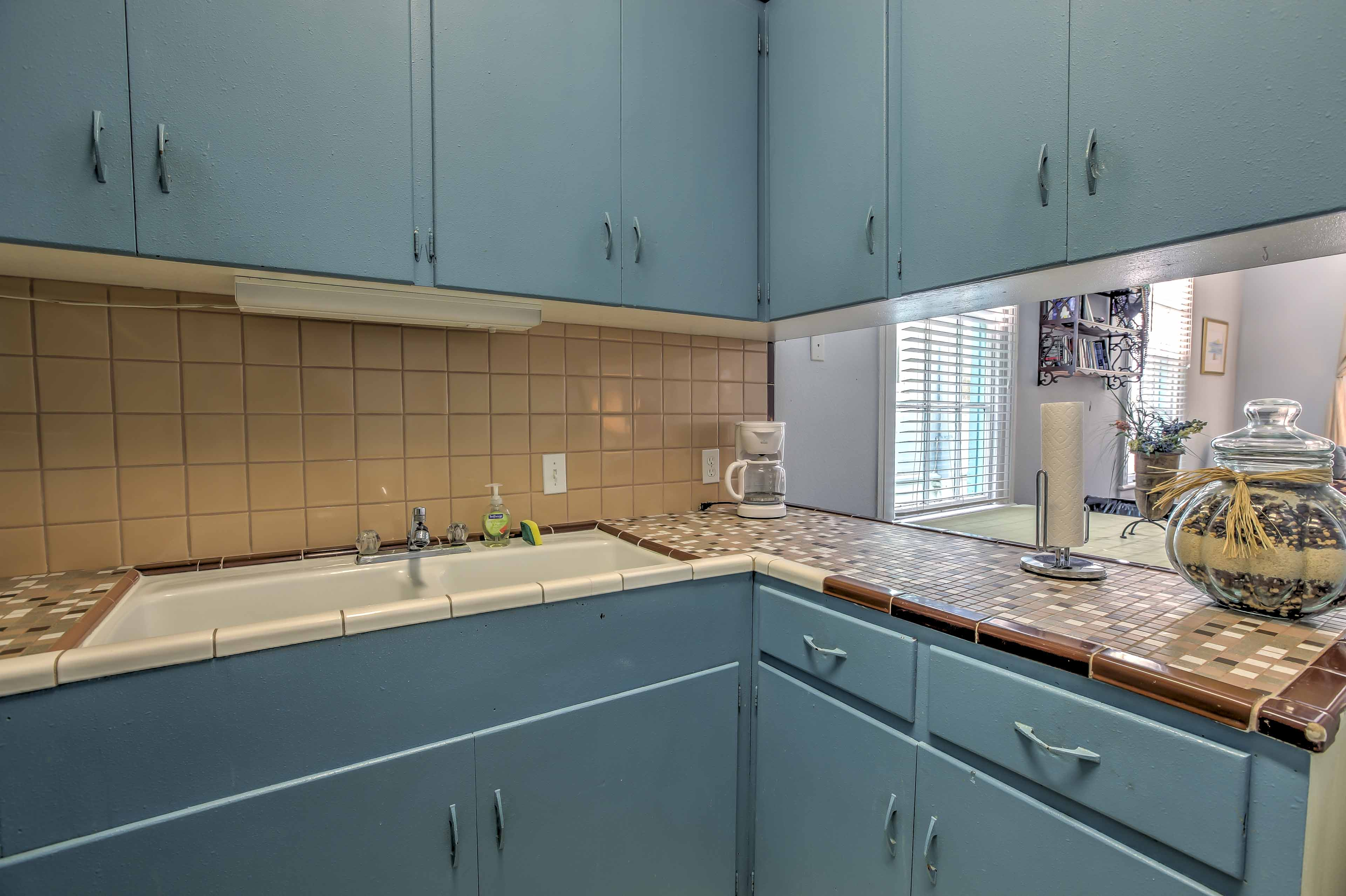 The kitchen comes equipped with all of your essential cooking appliances.