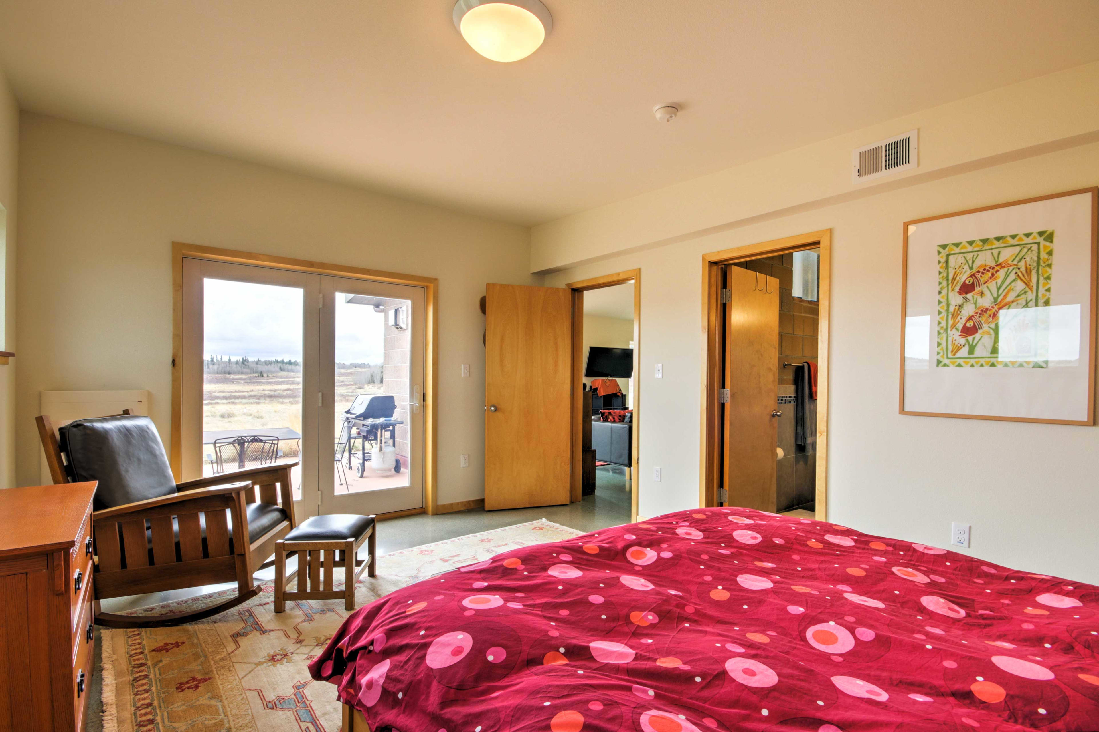 Perfect for couples, this room boasts bright window views of the panorama.