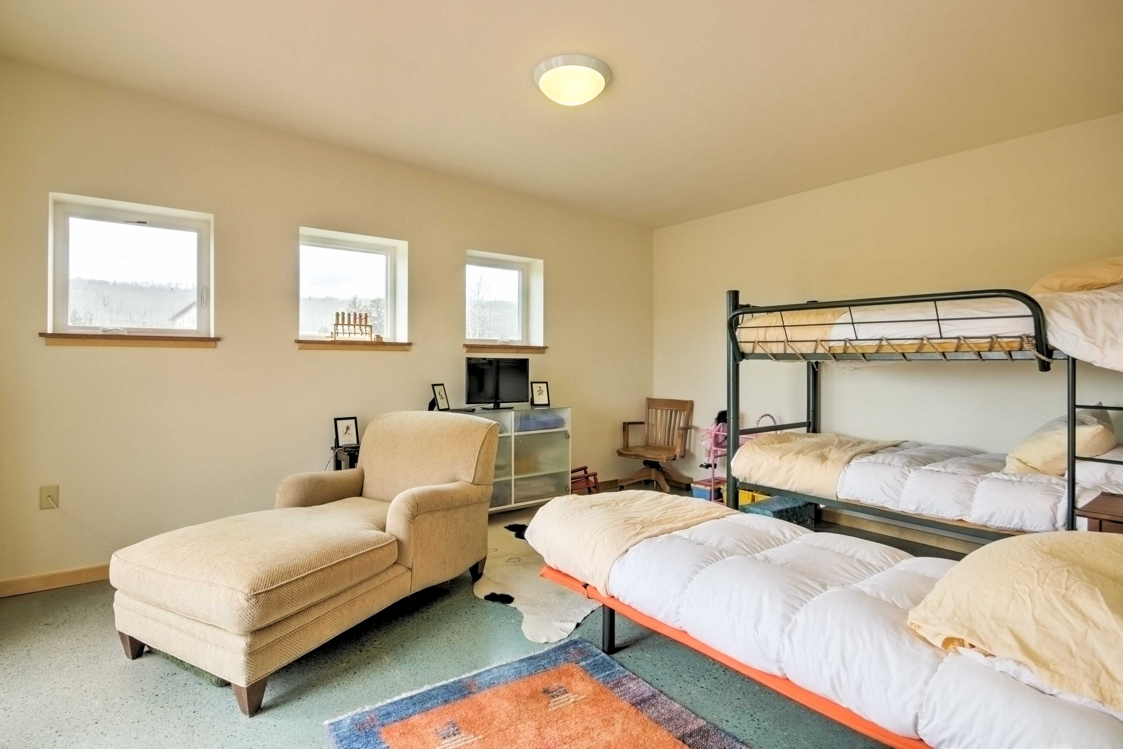 This room no longer features a bunk bed, but instead 2 separate twin beds.