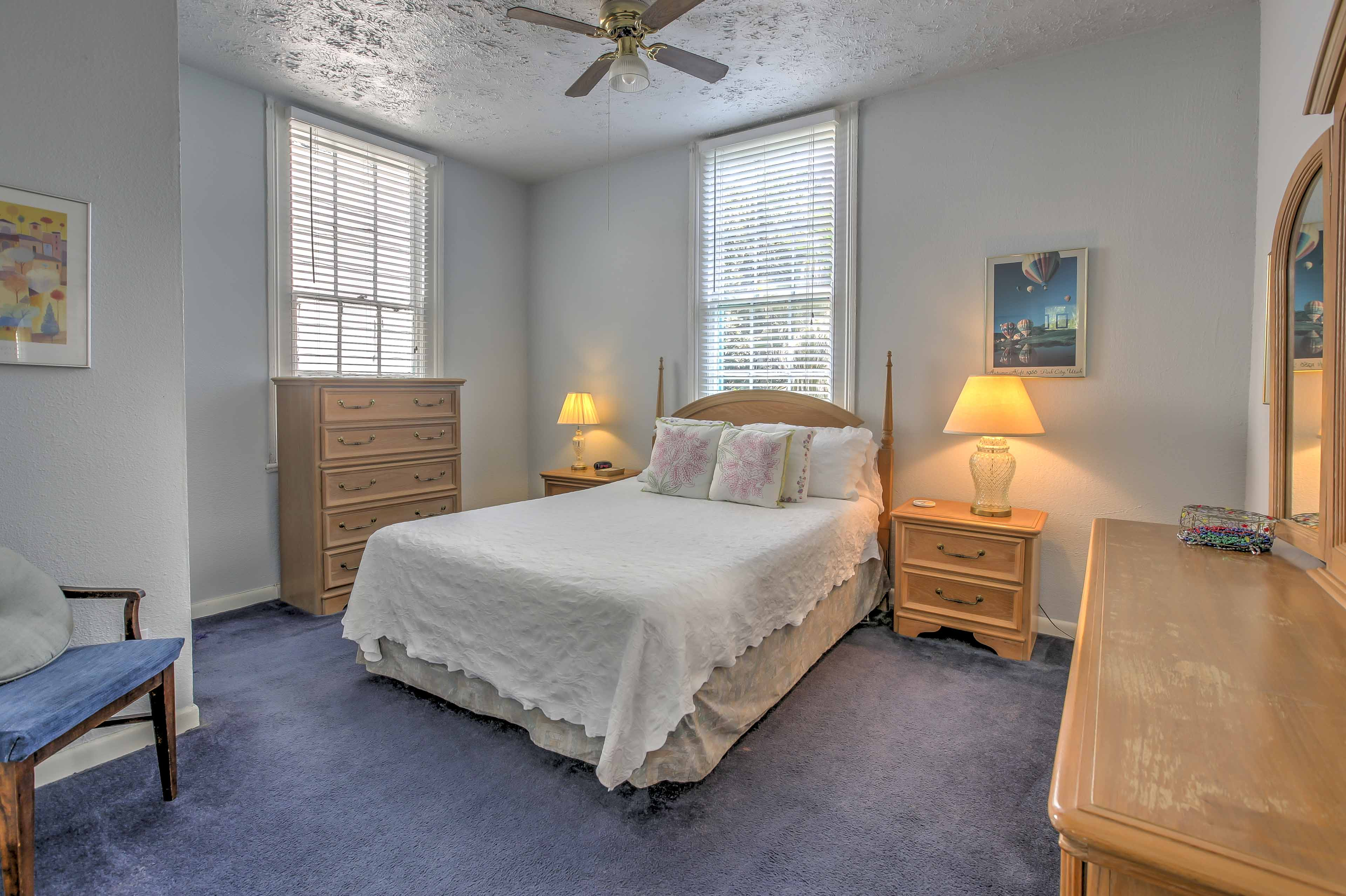 Cuddle up in the queen bed in the master!