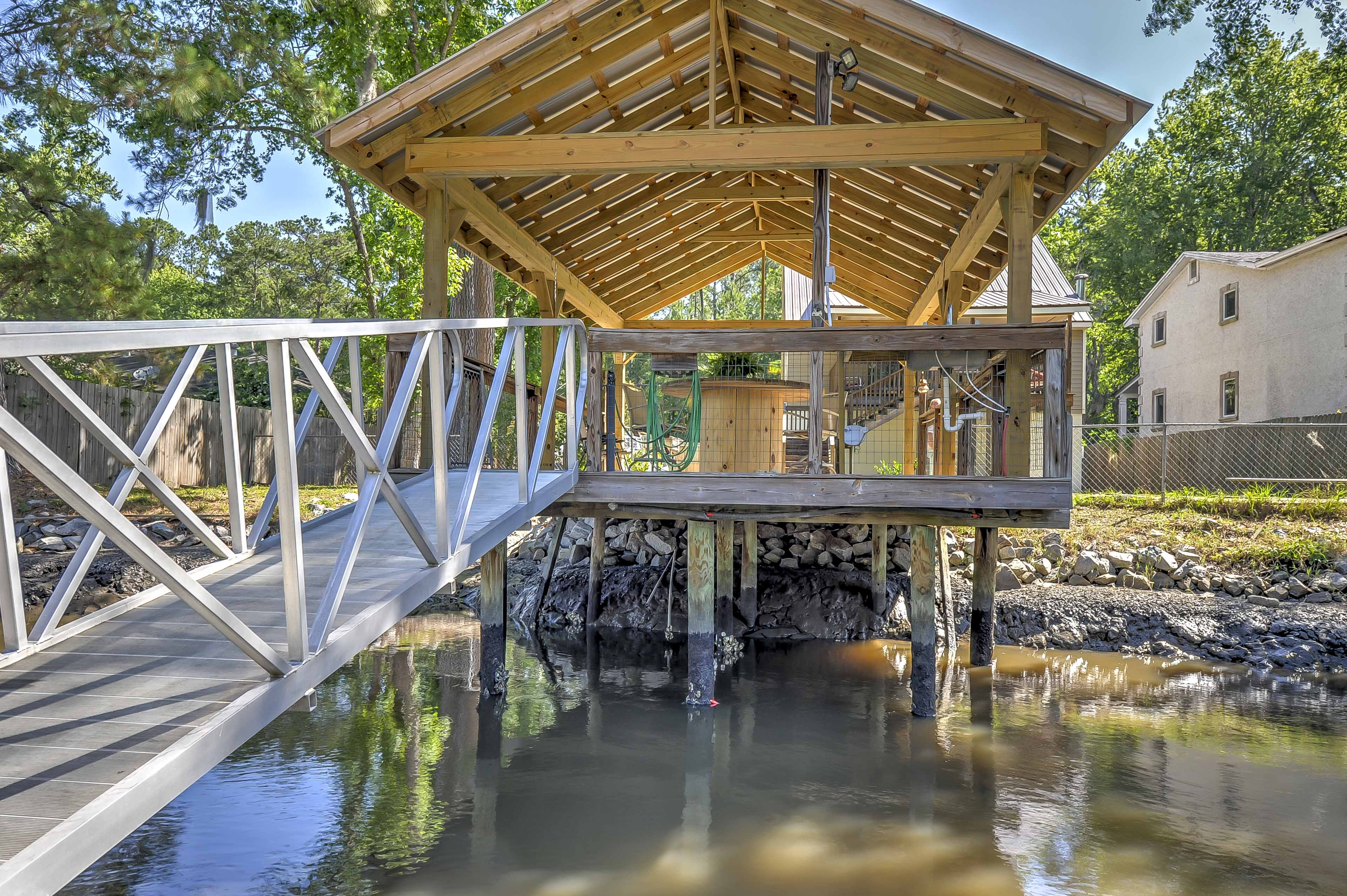 The dock can even accommodate your 21-foot boat!