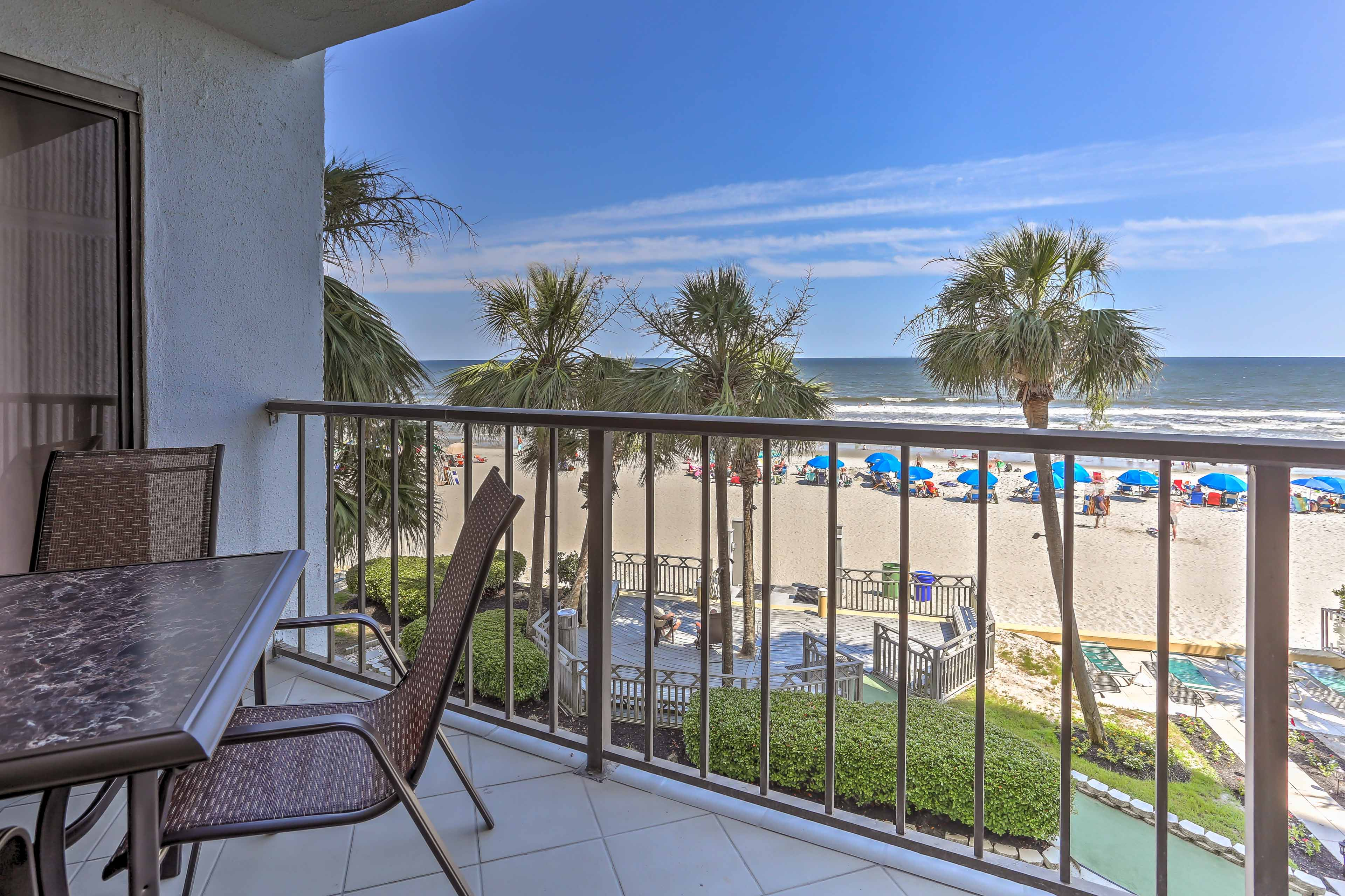 Plan your South Carolina escape to 'LazSeaDays,' a 2-bed, 2-bath condo!