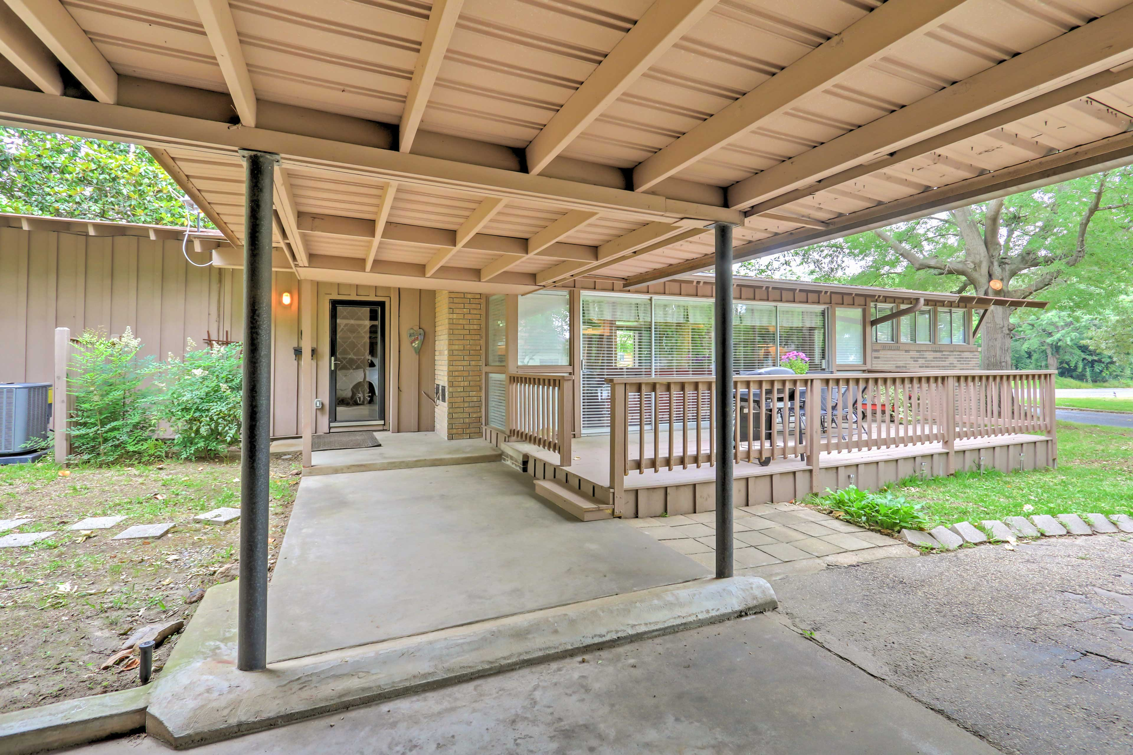This home is walking distance from Winnsboro's active Main Street area.