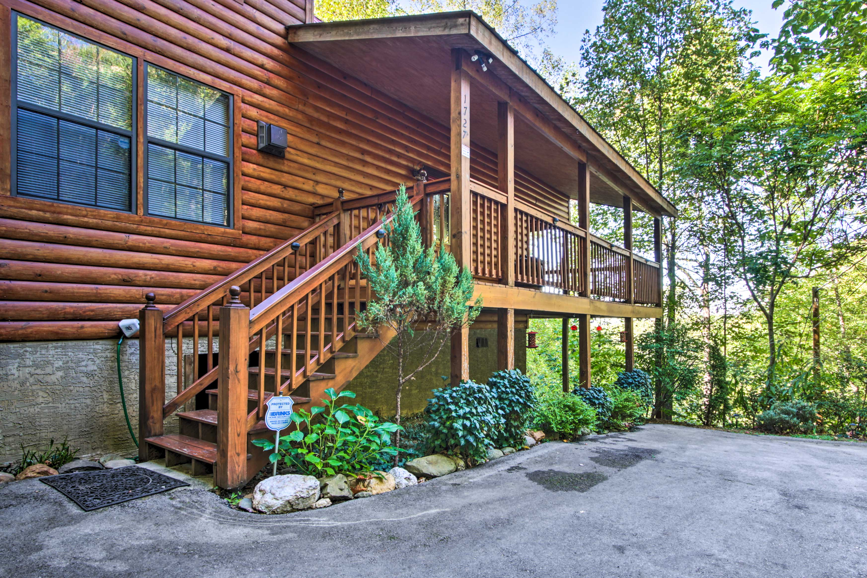Parking | Ample Driveway Space