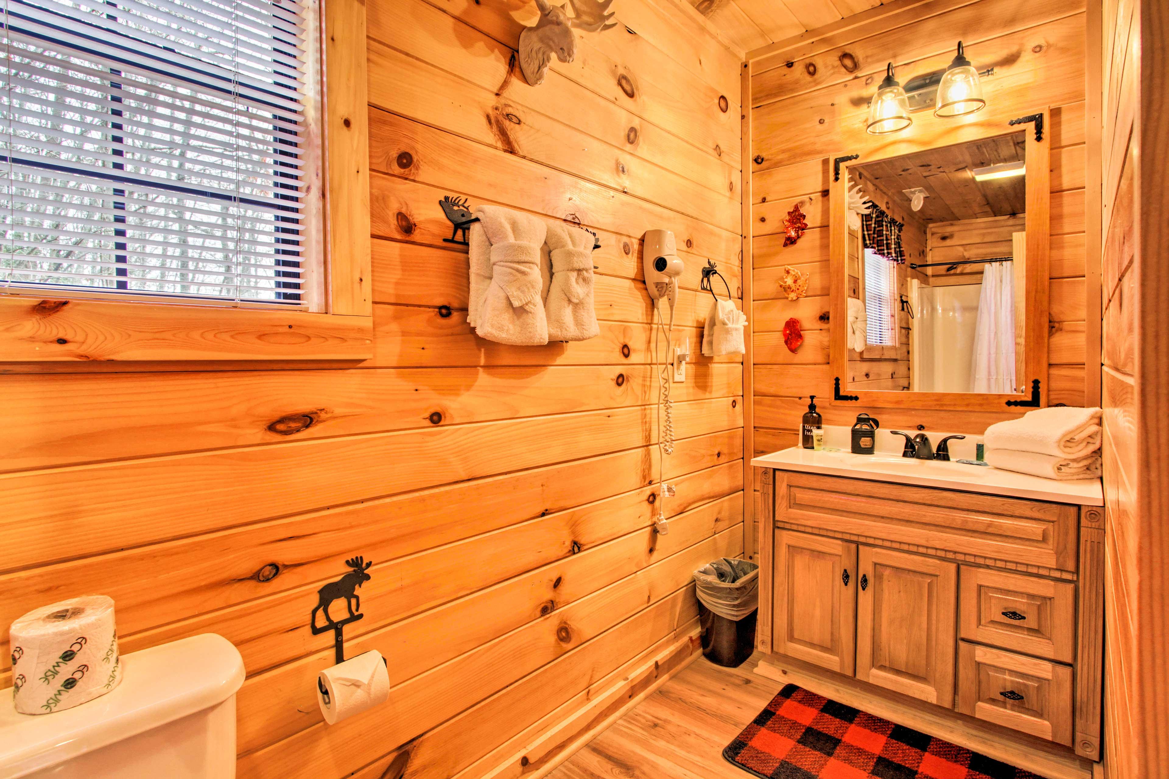 En-Suite Bathroom  | Towels | Linens