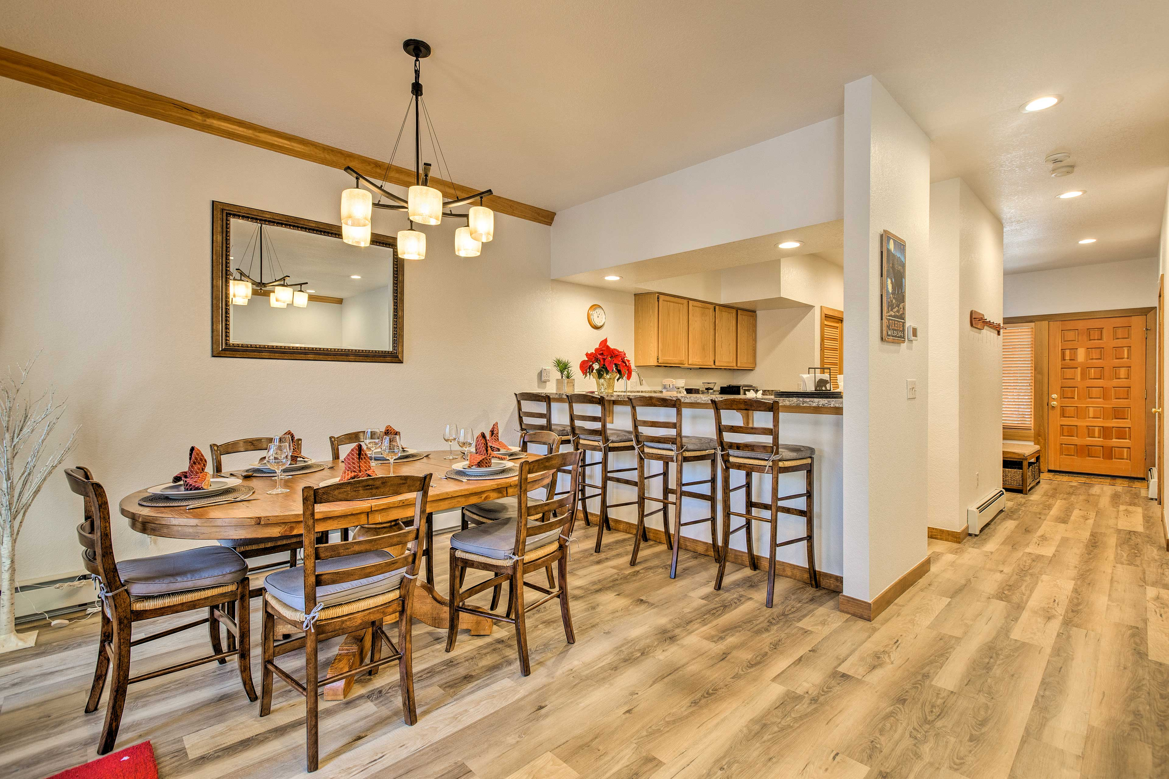 With a 6-person dining table and 4-person bar, you'll never run out of seats!
