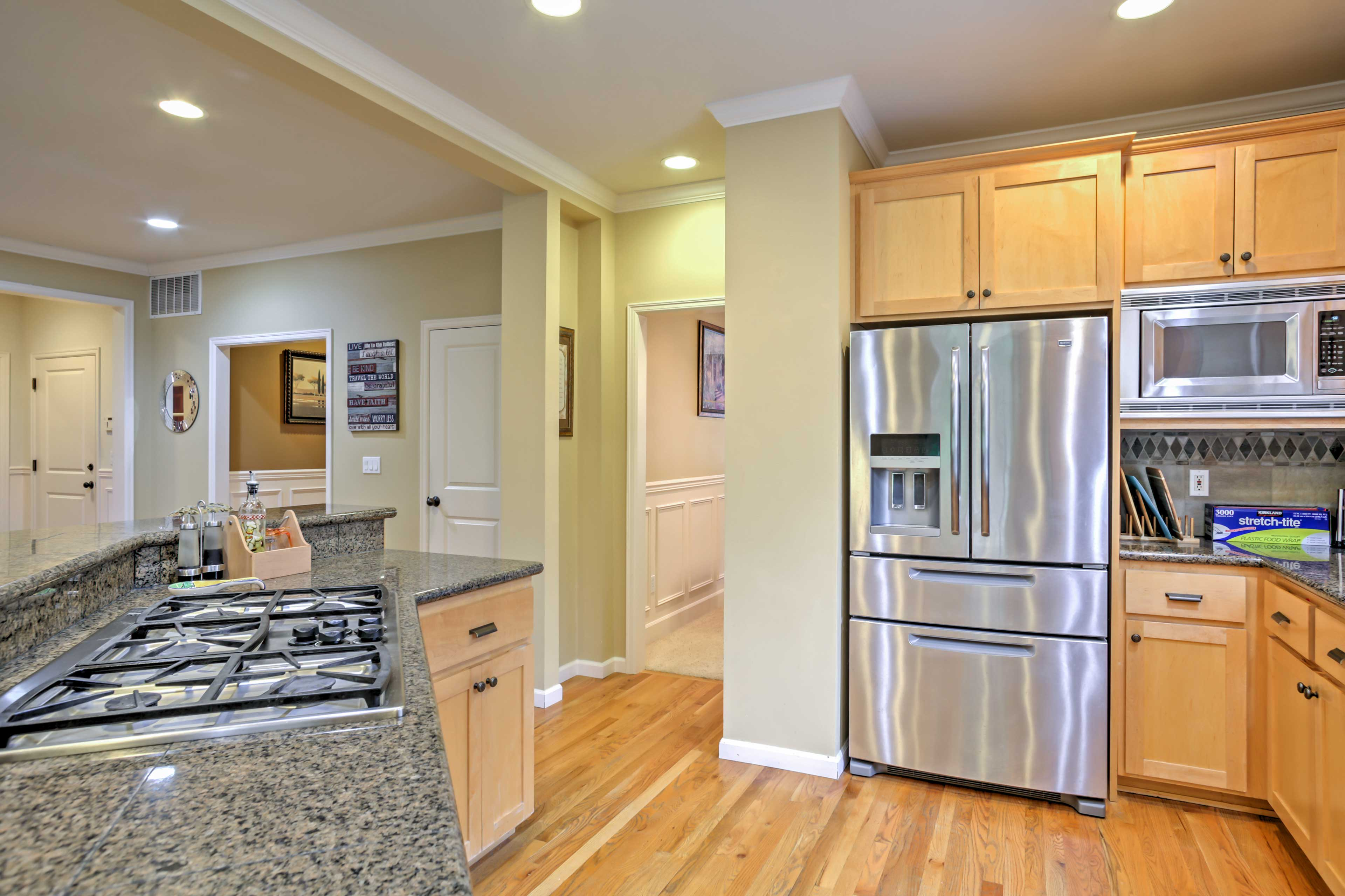 The chef in the group can look forward to cooking in the fully equipped kitchen.