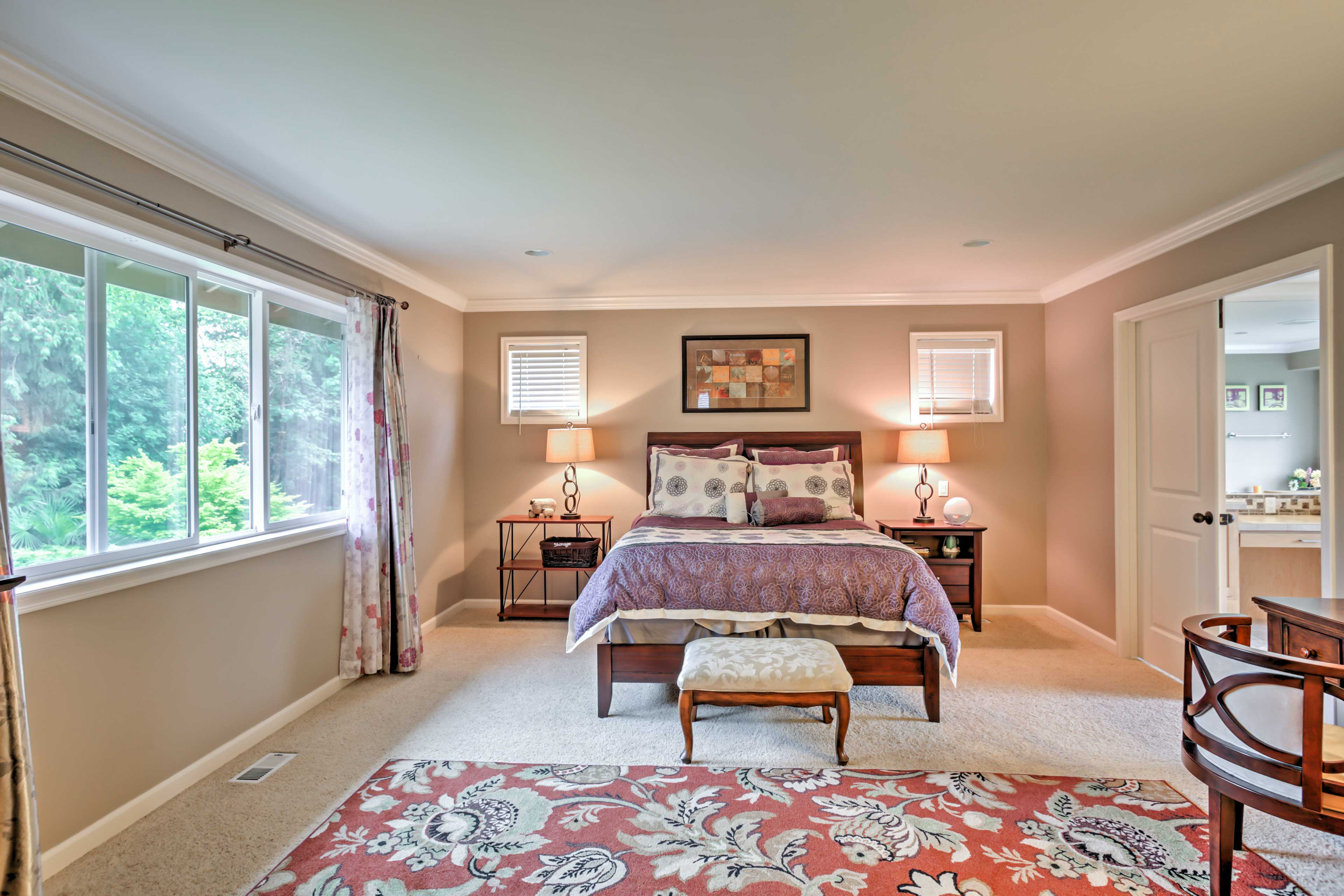 Wake up feeling refreshed after a night spent in this plush queen bed.