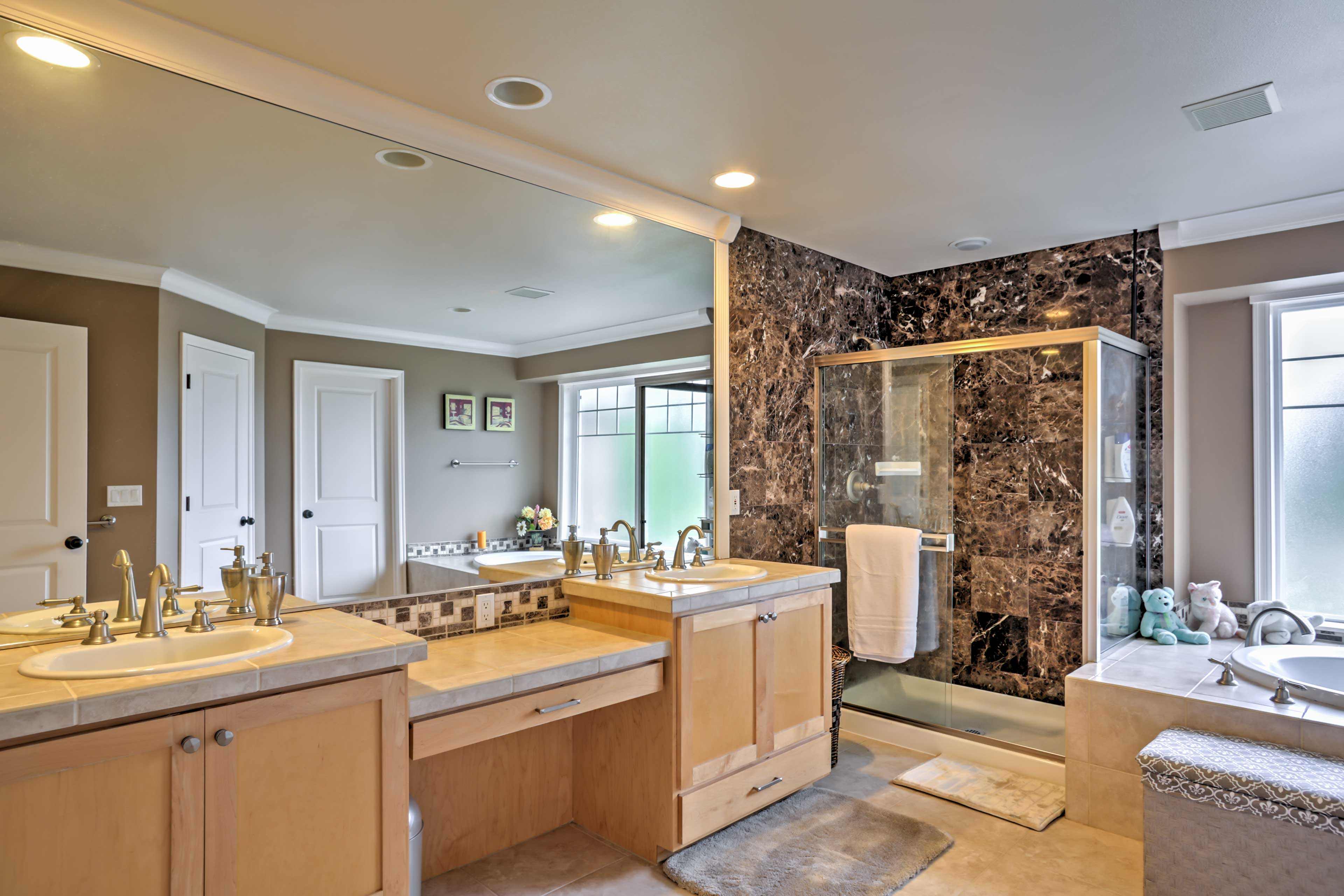 The master en-suite features a double vanity, soaking tub, and walk-in shower.