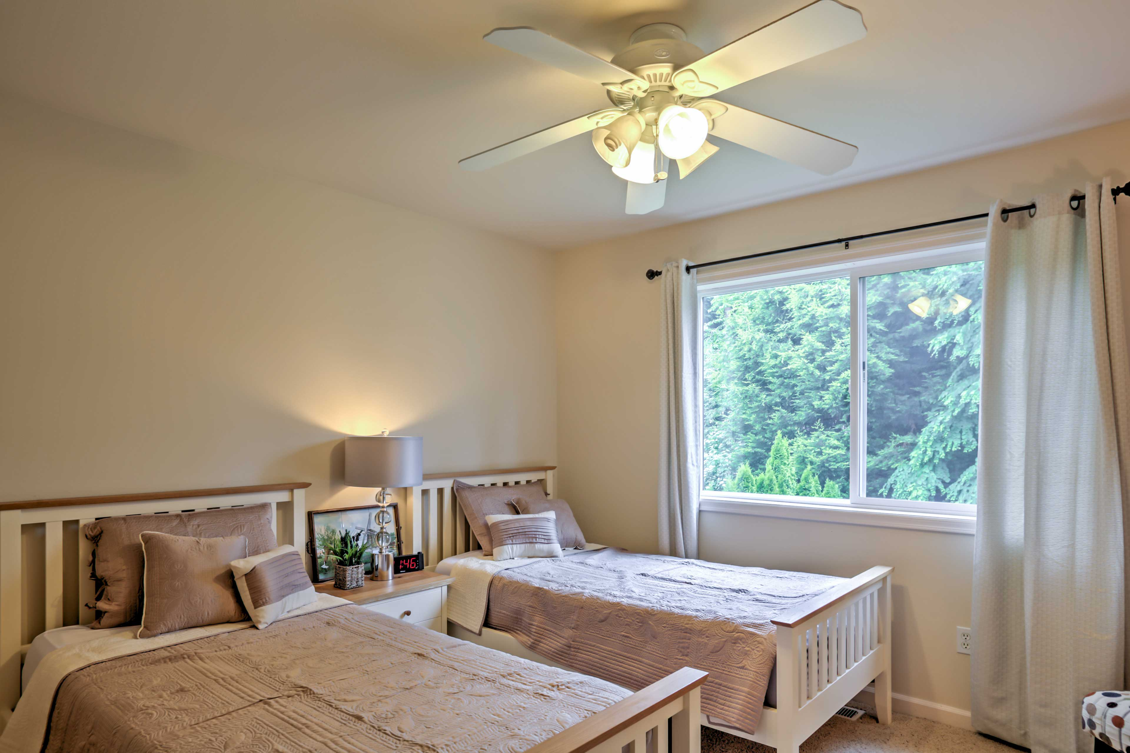 If you're traveling with kids, they'll loving sharing this room with 2 twin beds