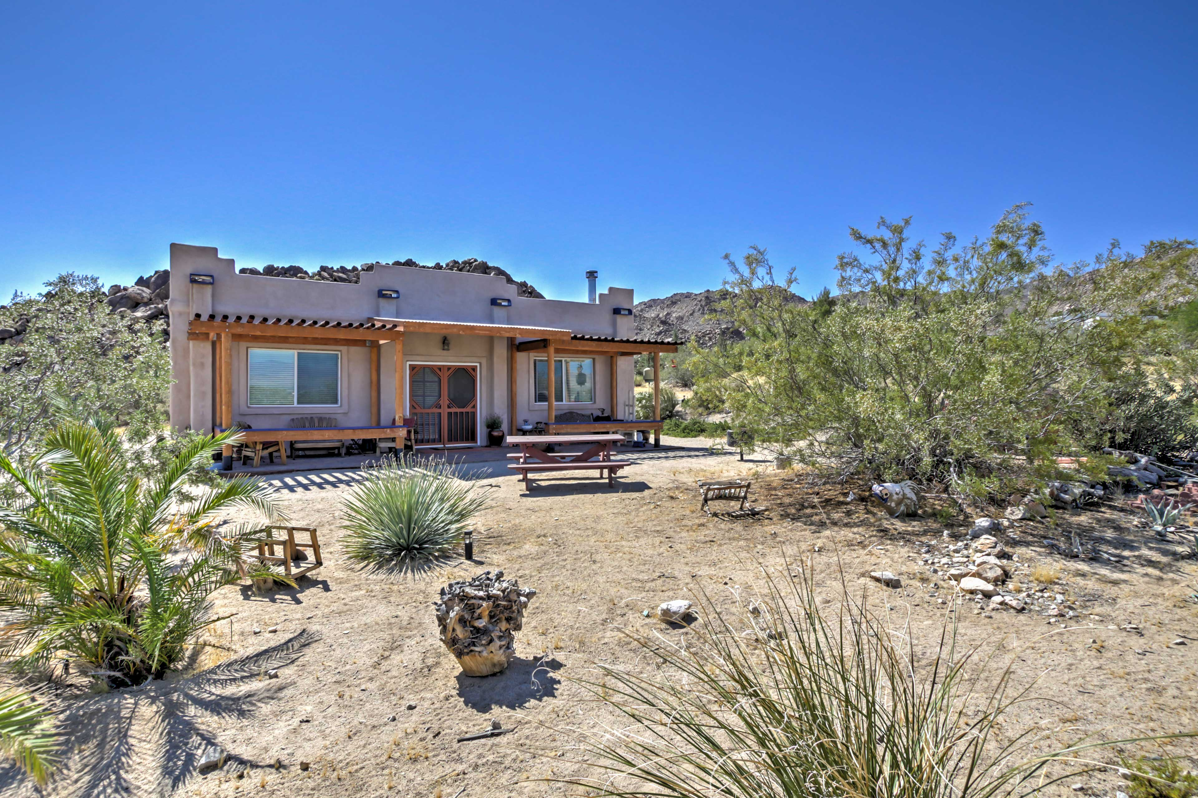 Experience the sprawling desert from this house in Joshua Tree, California!
