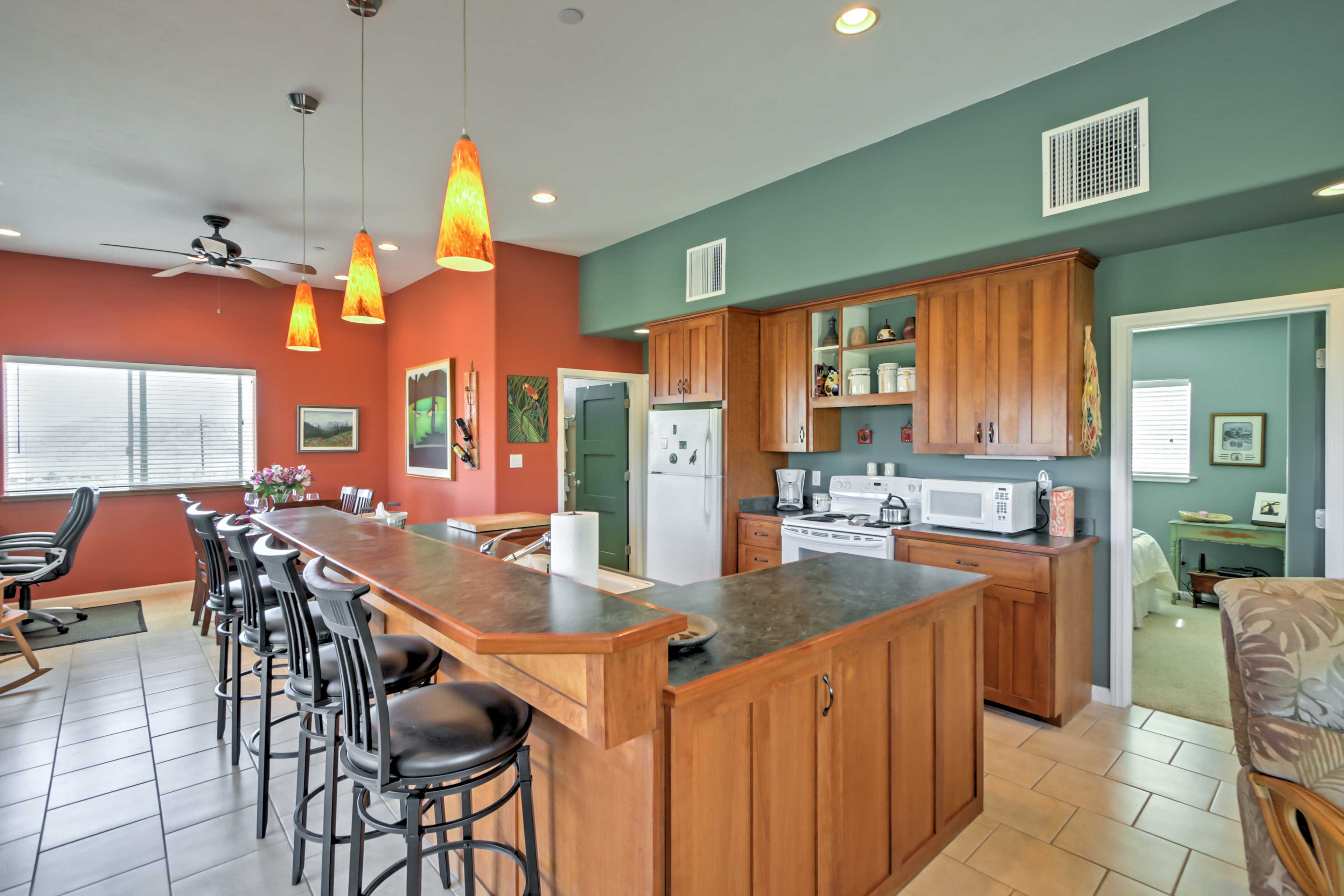 For additional seating, there is a breakfast bar with 4 comfortable bar stools.