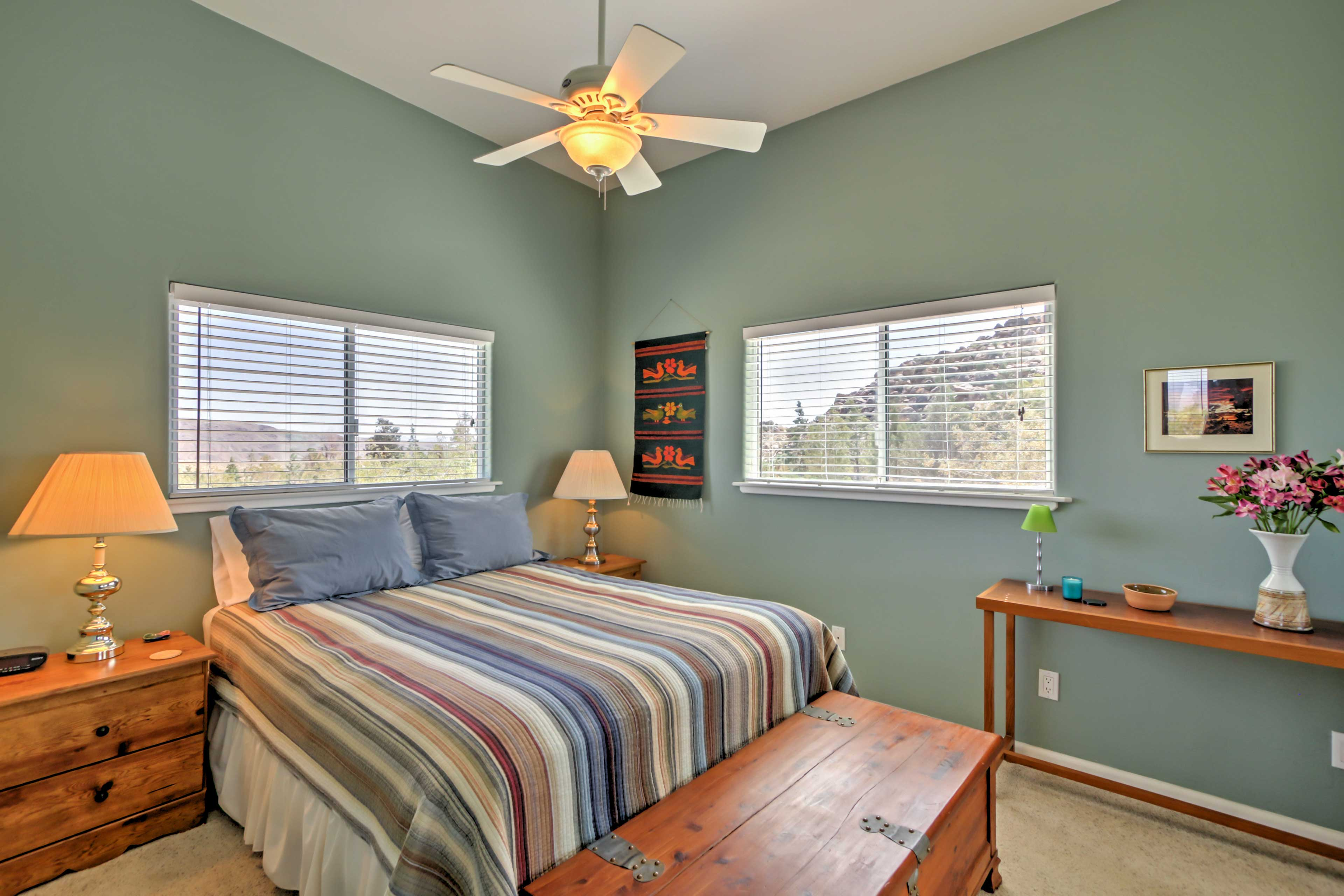 Those staying in this room will enjoy sleeping in a comfortable queen bed.